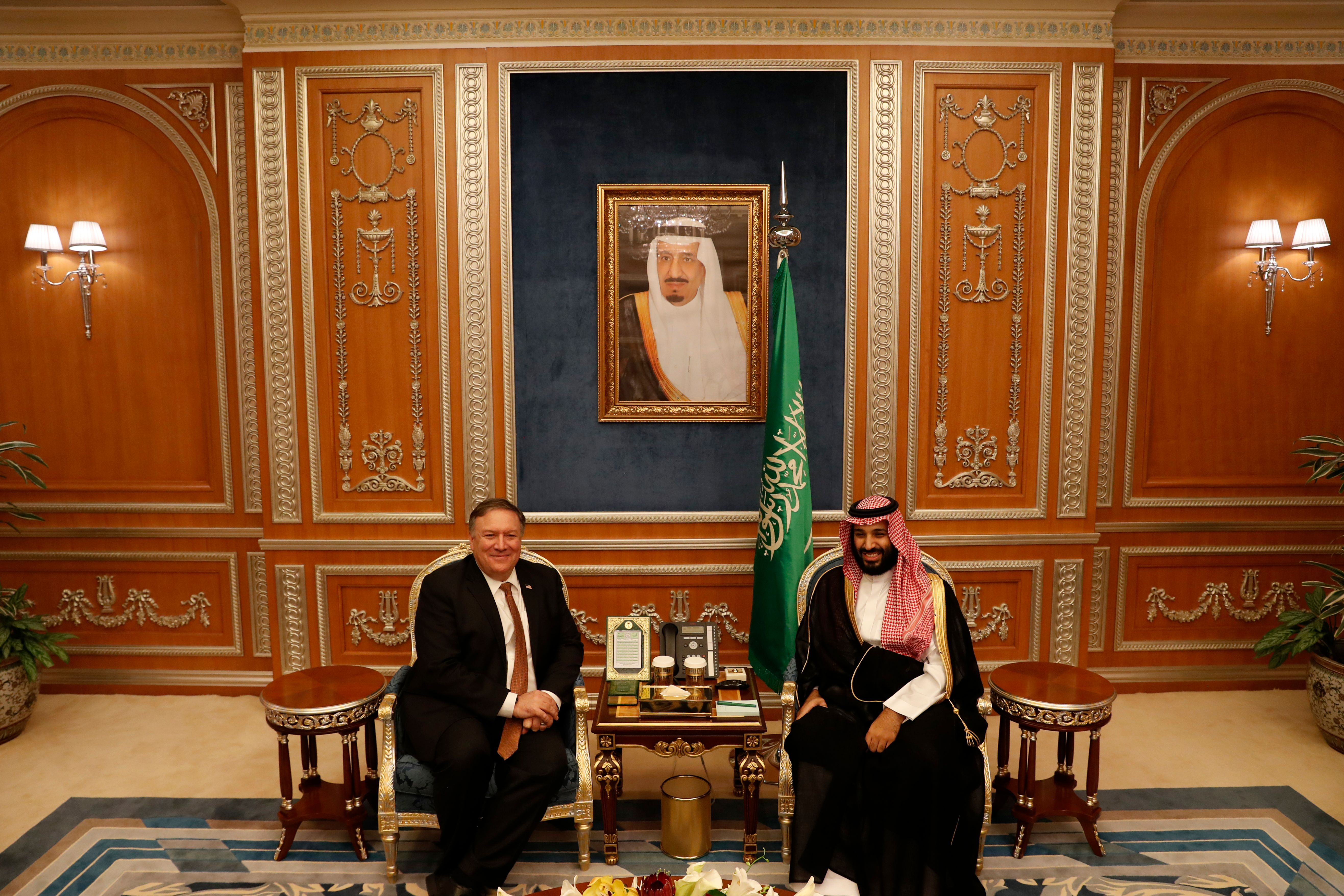 US Secretary of State Mike Pompeo (L) meets with Saudi Crown Prince Mohammed bin Salman in Riyadh, on October 16, 2018. - Pompeo held talks with Saudi King Salman seeking answers about the disappearance of journalist Jamal Khashoggi, amid US media reports the kingdom may be mulling an admission he died during a botched interrogation. (Photo by LEAH MILLIS / POOL / AFP)