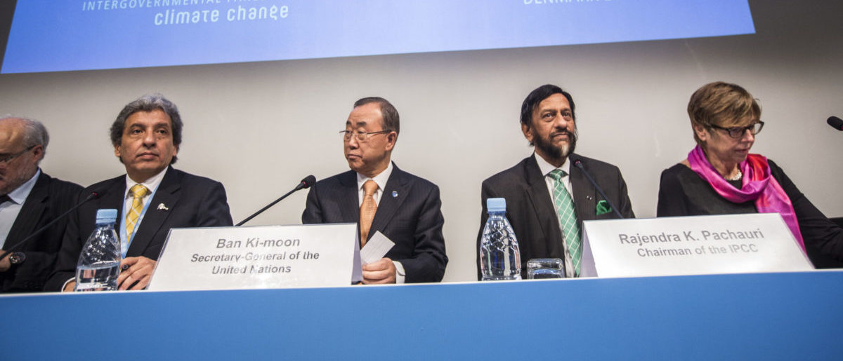 (L-R) Manuel Pulgar-Vidal, Peru's Minister of Environment, U.N. Secretary-General Ban Ki-moon, Intergovernmental Panel on Climate Change (IPCC) Chairman Rajendra Pachauri and Renate Christ, Secretary of the IPCC present the AR5 Synthesis Report during a news conference in Copenhagen, November 2, 2014. Governments can keep climate change in check at manageable costs but will have to cut greenhouse gas emissions to zero by 2100 to limit fast-worsening risks, a U.N. report showed on Sunday. The 40-page synthesis, summing up 5,000 pages of work by 800 scientists already published since September 2013, said global warming was now causing more heat extremes, downpours, acidifying the oceans and pushing up sea levels. REUTERS/Niels Ahlmann Olesen/Scanpix Denmark