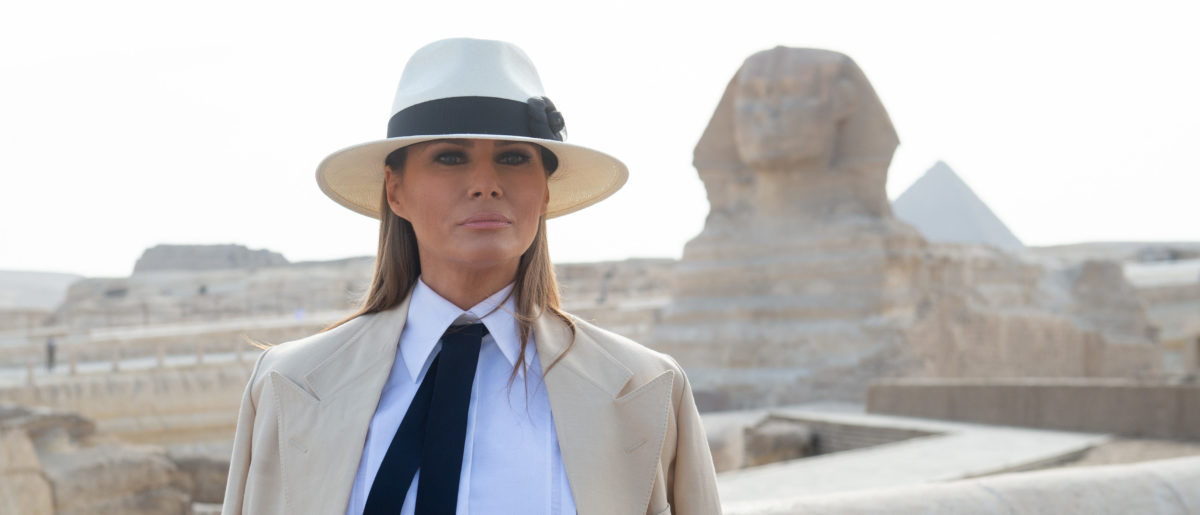 US First Lady Melania Trump tours the Egyptian pyramids and Sphinx in Giza, Egypt, October 6, 2018, the final stop on her 4-country tour through Africa. (SAUL LOEB/AFP/Getty Images)