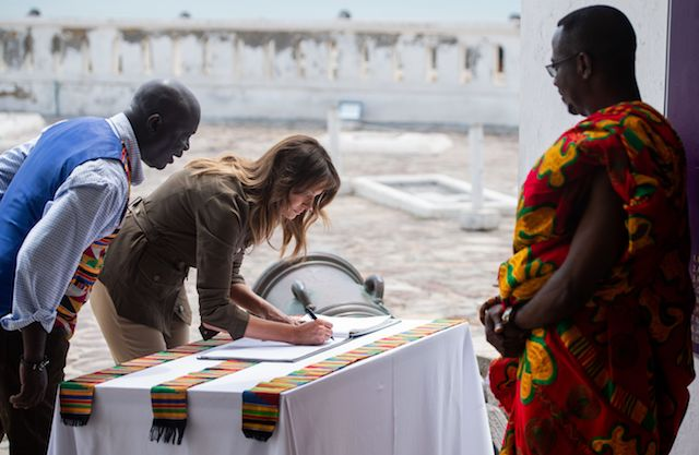 US First Lady Melania Trump signs the guest book following a tour of Cape Coast Castle, a former slave trading fort, in Cape Coast, Ghana, on October 3, 2018. - US First Lady Melania Trump is on a solo tour of Africa to promote her children's welfare programme. (Photo credit: SAUL LOEB/AFP/Getty Images)