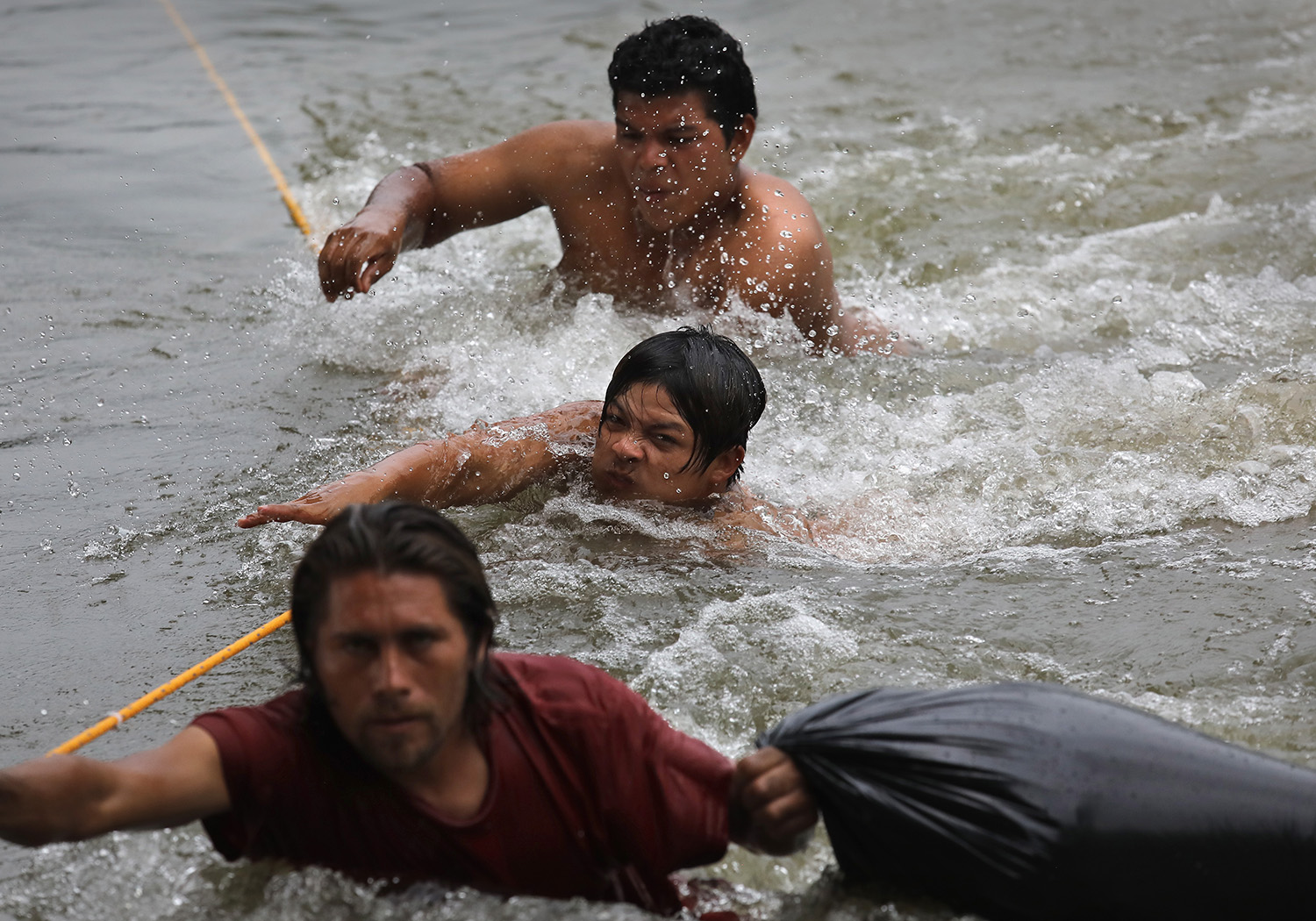 Immigrants wade across the Suchiate River while crossing the border from Guatemala into Mexico as part of the immigrant caravan on October 20, 2018 in Ciudad Hidalgo, Mexico. The caravan of thousands of Central Americans, mostly from Honduras, hopes to eventually reach the United States. U.S. President Donald Trump has threatened to cancel the recent trade deal with Mexico and withhold aid to Central American countries if the caravan isn't stopped before reaching the U.S. (Photo by John Moore/Getty Images)