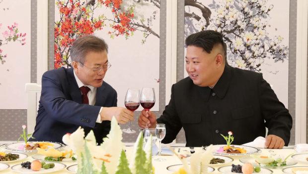 South Korean President Moon Jae-in makes a toast with North Korean leader Kim Jong Un during a luncheon at Samjiyon Guesthouse in Ryanggang province, North Korea, September 20, 2018. Pyeongyang Press Corps/Pool via REUTERS