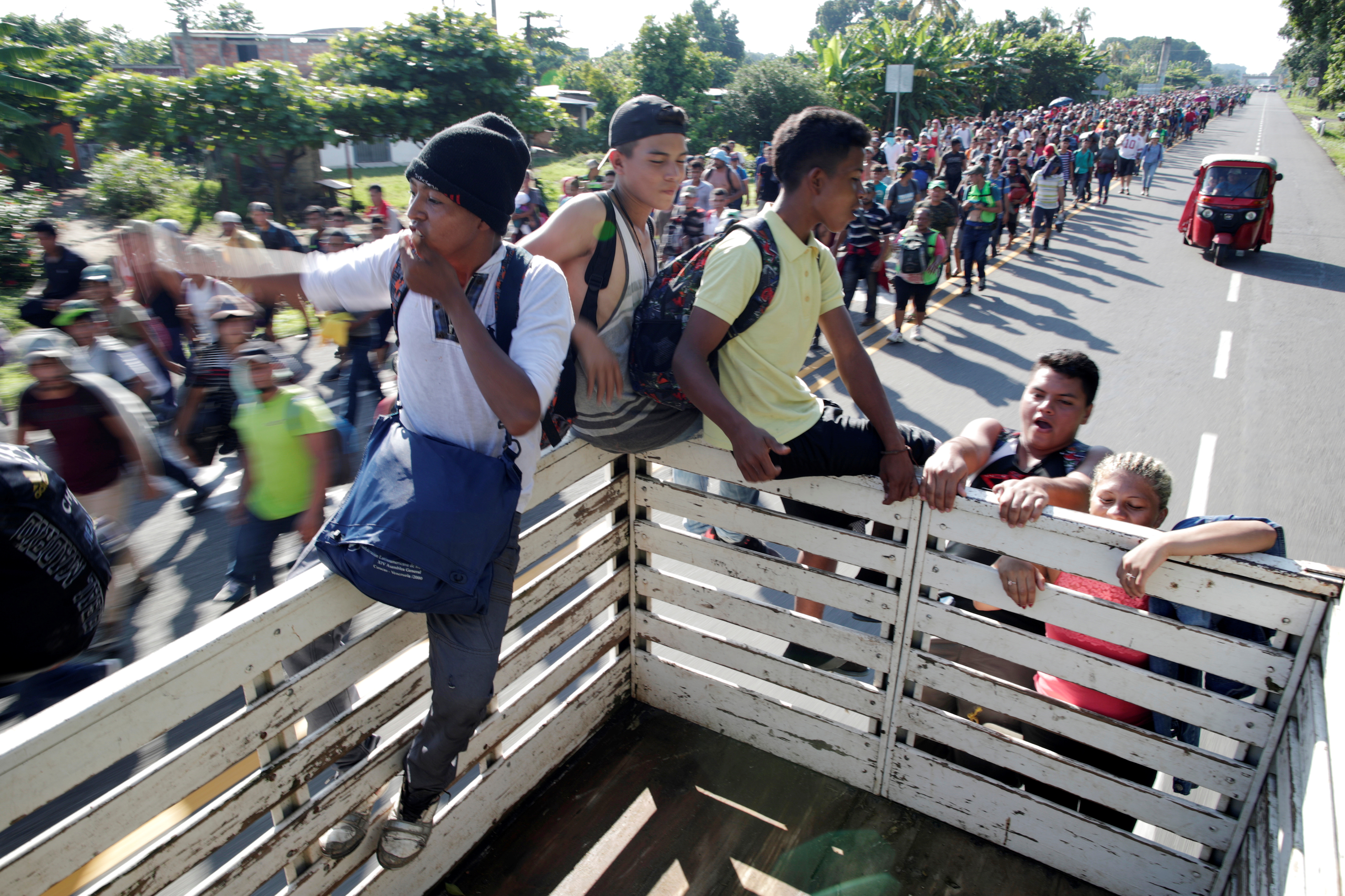 Central American migrants hitchhike along the highway near the border with Guatemala, as they continue their journey trying to reach the U.S., in Tapachula, Mexico October 21, 2018. REUTERS/Ueslei Marcelino