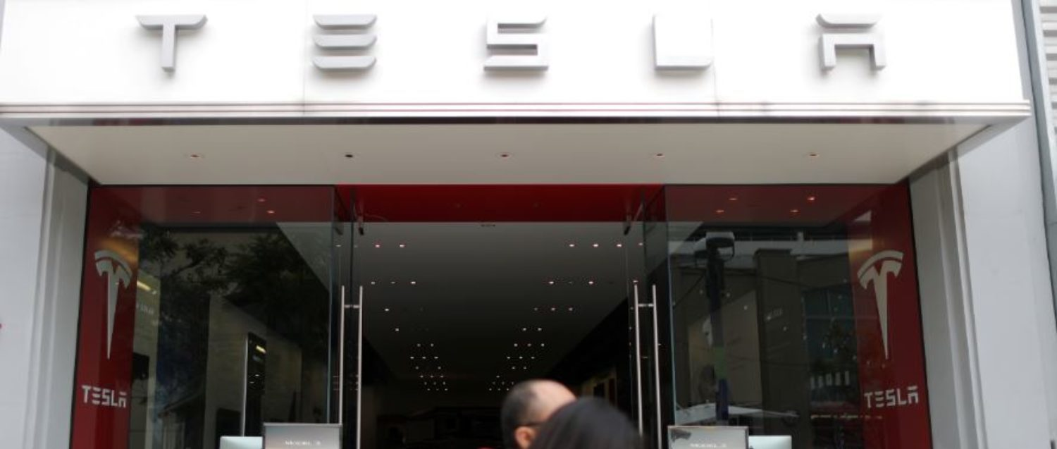 People walk past a Tesla showroom in Santa Monica, California, United States, October 23, 2018. REUTERS/Lucy Nicholson