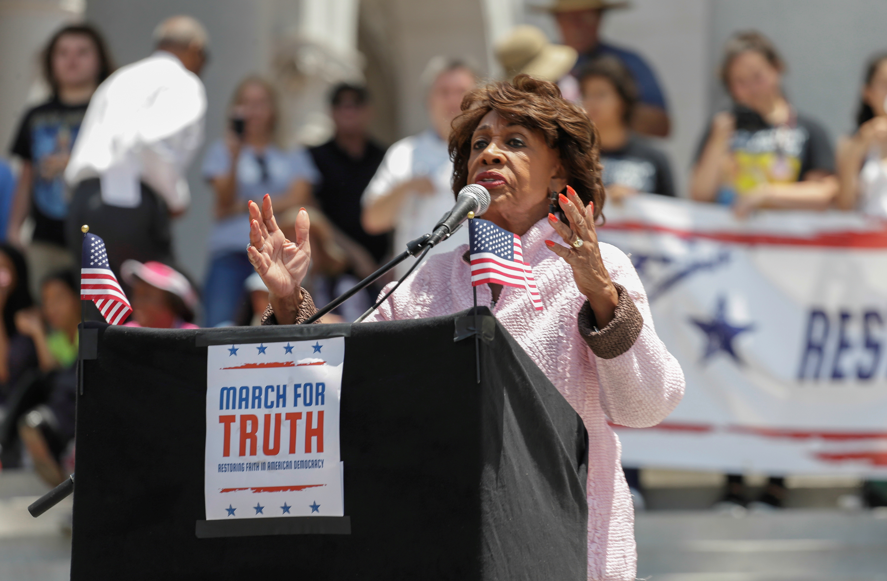 "Congresswoman Maxine Waters addresses people as they take part in a ""March for Truth"" protest to demand an investigation into Russian interference in the U.S. election, in Los Angeles, California, U.S., June 3, 2017. REUTERS/John Fredricks"