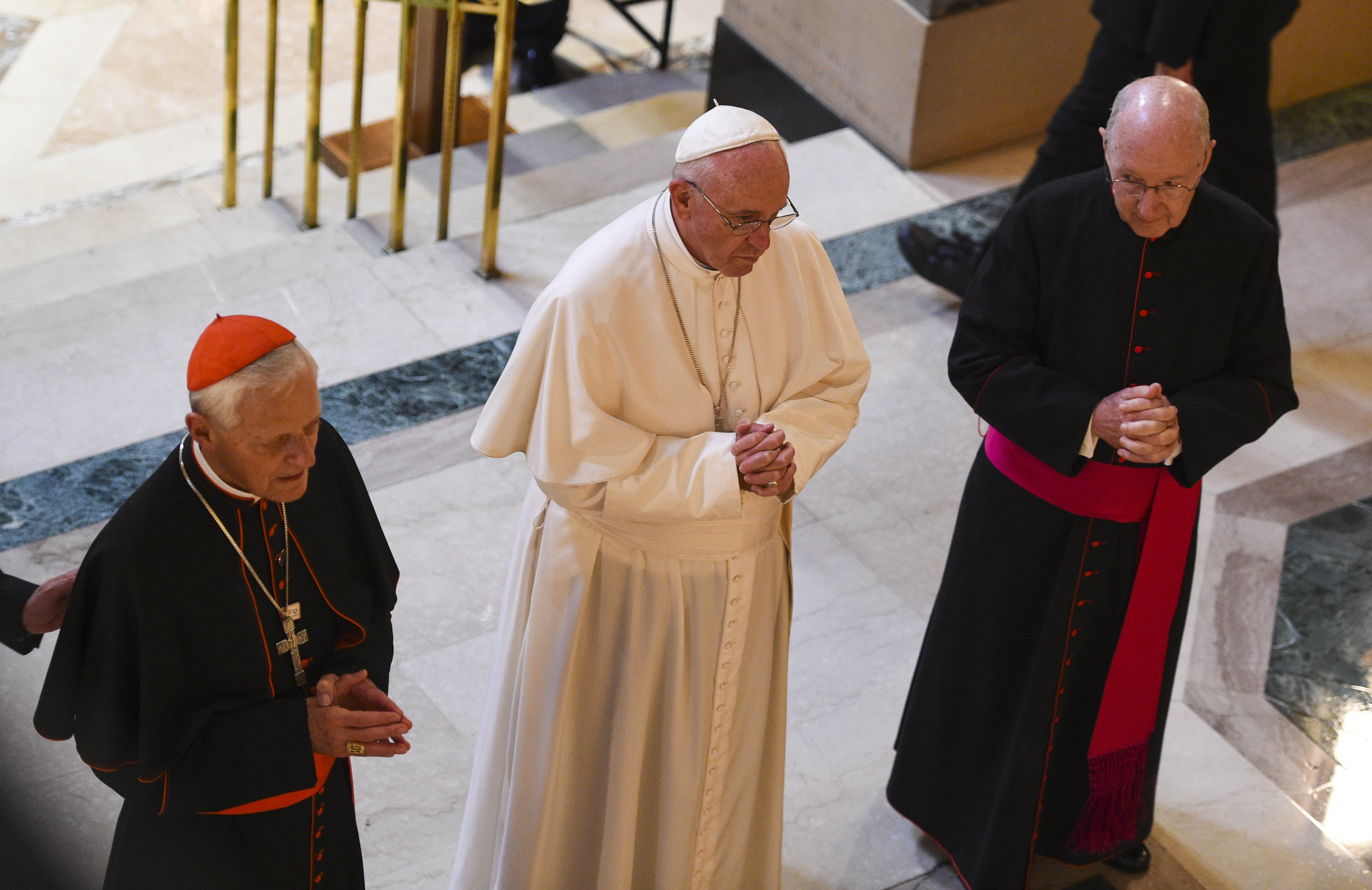 WASHINGTON, D.C. - SEPTEMBER 23: Pope Francis prays with Cardinal Donald W. Wuerl (L), archbishop of Washington and Msgr. W. Ronald Jameson at the Blessed Sacrament Chapel during the Midday Prayer of the Divine with more than 300 U.S. Bishops at the Cathedral of St. Matthew the Apostle on September 23, 2015 in Washington, DC. The pope began his first trip to the U.S. at the White House and continues on in Washington tomorrow, making an address to a joint meeting of U.S. Congress. (Photo by Jonathan Newton-Pool/Getty Images)