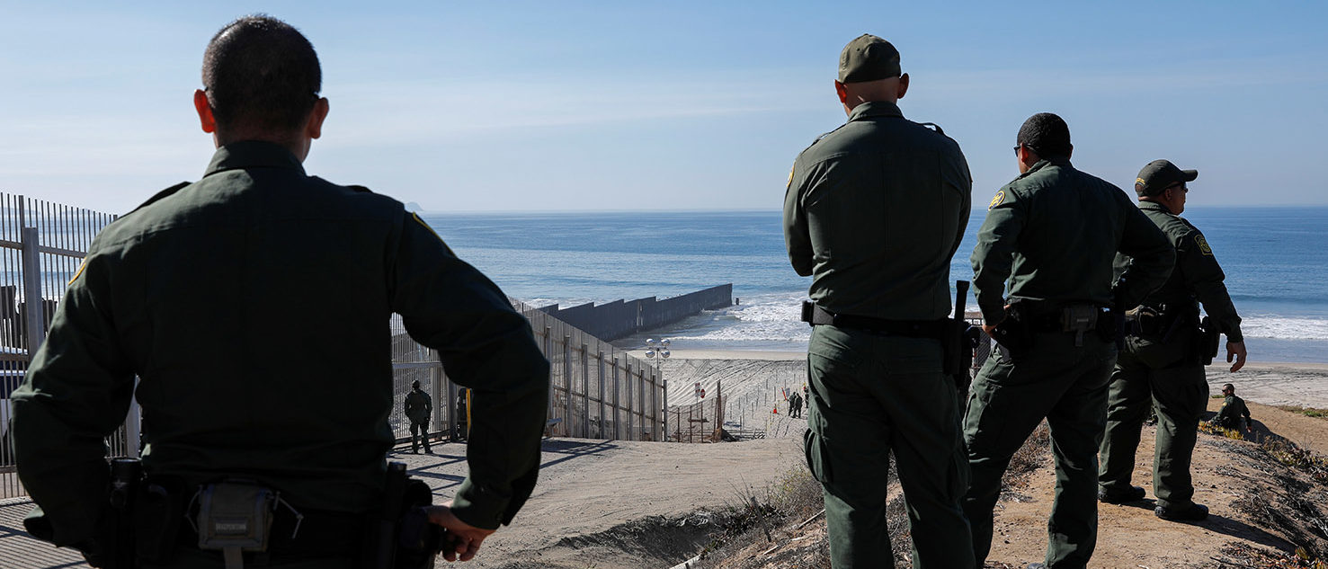 U.S. border patrol agents gather to look over the border fence between Mexico and the United States, where they expect a large group of caravan migrants to gather on Sunday, at Border State Park in San Diego, California, U.S. November 16, 2018. REUTERS/Mike Blake -