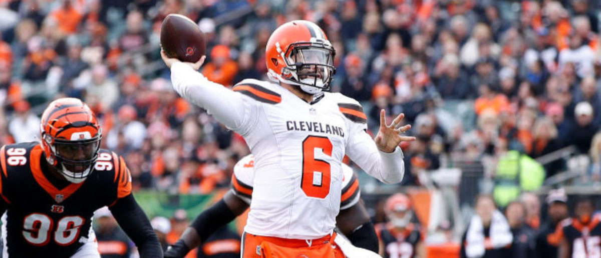 CINCINNATI, OH - NOVEMBER 25: Baker Mayfield #6 of the Cleveland Browns throws a touchdown pass to Darren Fells #88 during the third quarter of the game against the Cincinnati Bengals at Paul Brown Stadium on November 25, 2018 in Cincinnati, Ohio. (Photo by Joe Robbins/Getty Images)