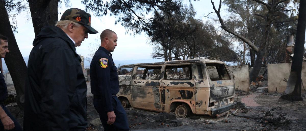 U.S. President Donald Trump surveys homes destroyed by the Woolsey fire in Malibu, California, U.S., November 17, 2018. Genaro Molina/Los Angeles Times/Pool via REUTERS