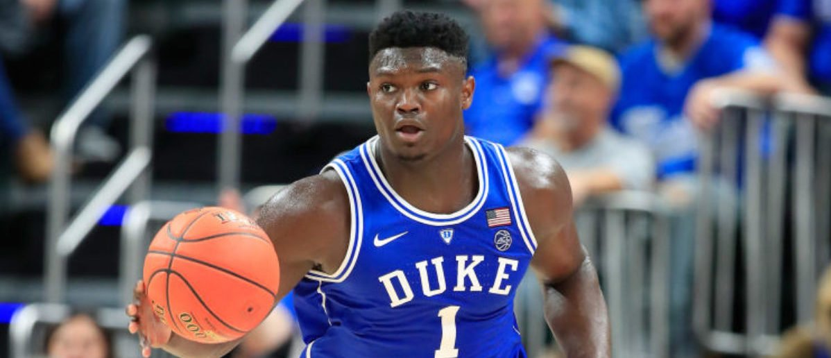 INDIANAPOLIS, IN - NOVEMBER 06: Zion Williamson #1 of the Duke Blue Devils dribbles the ball against the kentucky Wildcats during the State Farm Champions Classic at Bankers Life Fieldhouse on November 6, 2018 in Indianapolis, Indiana. (Photo by Andy Lyons/Getty Images)