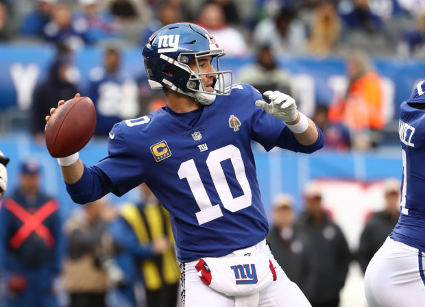 EAST RUTHERFORD, NJ - OCTOBER 28: Eli Manning #10 of the New York Giants in action against the Washington Redskins during their game at MetLife Stadium on October 28, 2018 in East Rutherford, New Jersey. (Photo by Al Bello/Getty Images)