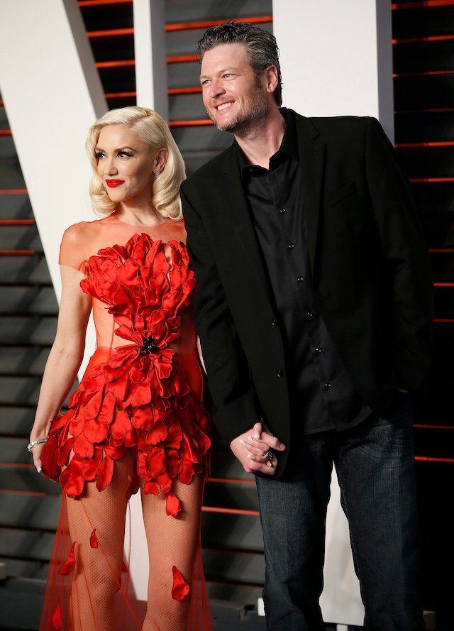 Musicians Gwen Stefani and Blake Shelton arrive at the Vanity Fair Oscar Party in Beverly Hills, California February 28, 2016. REUTERS/Danny Moloshok