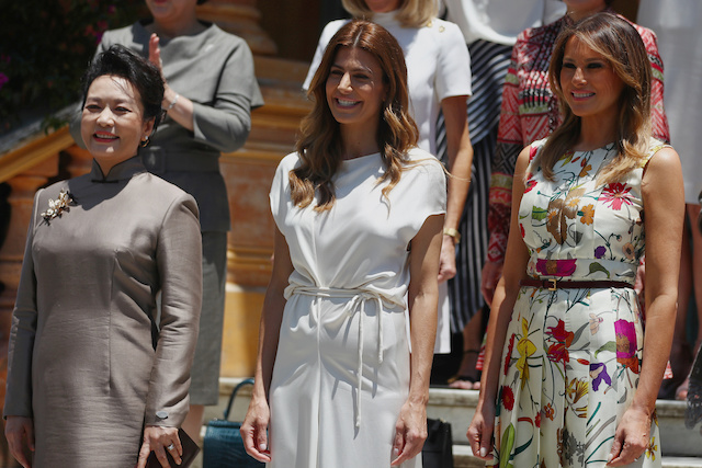 Chinese President Xi Jinping' spouse Peng Liyuan, Argentina's first lady Juliana Awada and U.S. first lady Melania Trump pose for a family photo as they visit at the Villa Ocampo museum during the G20 leaders summit in Buenos Aires, Argentina November 30, 2018. REUTERS/Pilar Olivares