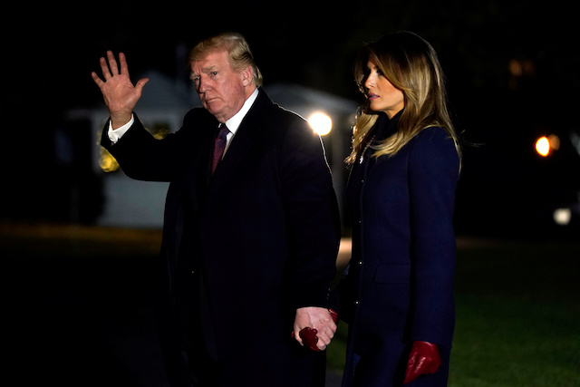 U.S. President Donald Trump waves as he and First Lady Melania Trump walk on South Lawn of the White House upon their return to Washington, U.S., after the Thanksgiving Holiday in Florida, November 25, 2018. REUTERS/Yuri Gripas