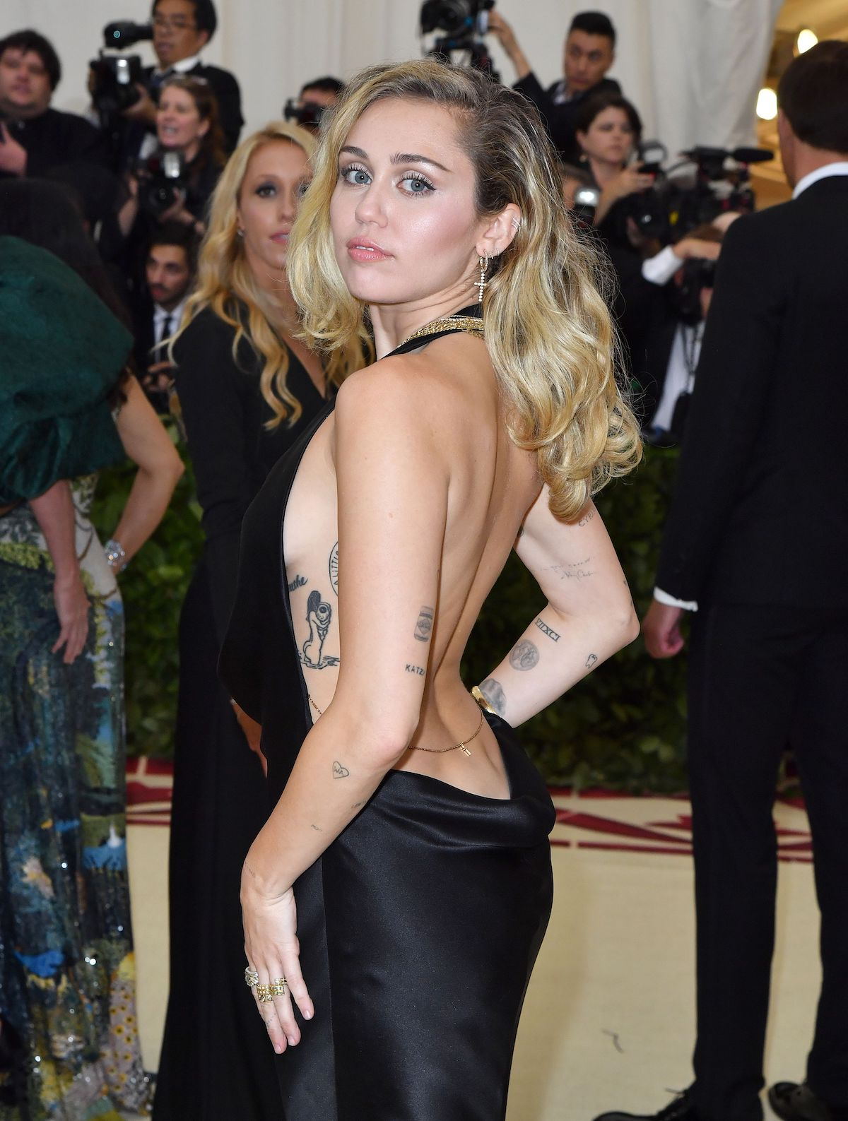 Miley Cyrus arrives for the 2018 Met Gala on May 7, 2018, at the Metropolitan Museum of Art in New York. - The Gala raises money for the Metropolitan Museum of Arts Costume Institute. The Gala's 2018 theme is Heavenly Bodies: Fashion and the Catholic Imagination. (Photo credit: ANGELA WEISS/AFP/Getty Images)