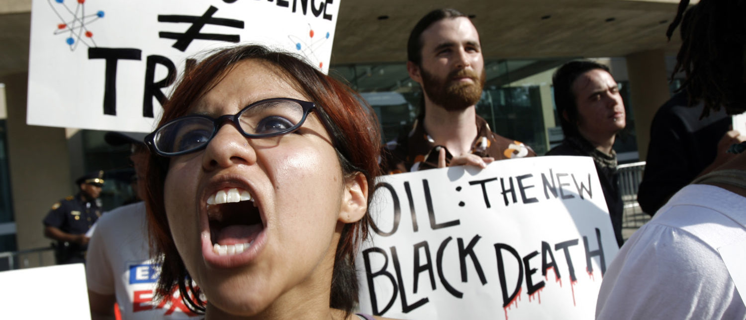 Vanessa Azcona of Denton shouts during a protest outside of the Exxon Mobil Corporation Shareholders Meeting in Dallas, Texas, May 28, 2008. REUTERS/Mike Stone (UNITED STATES)