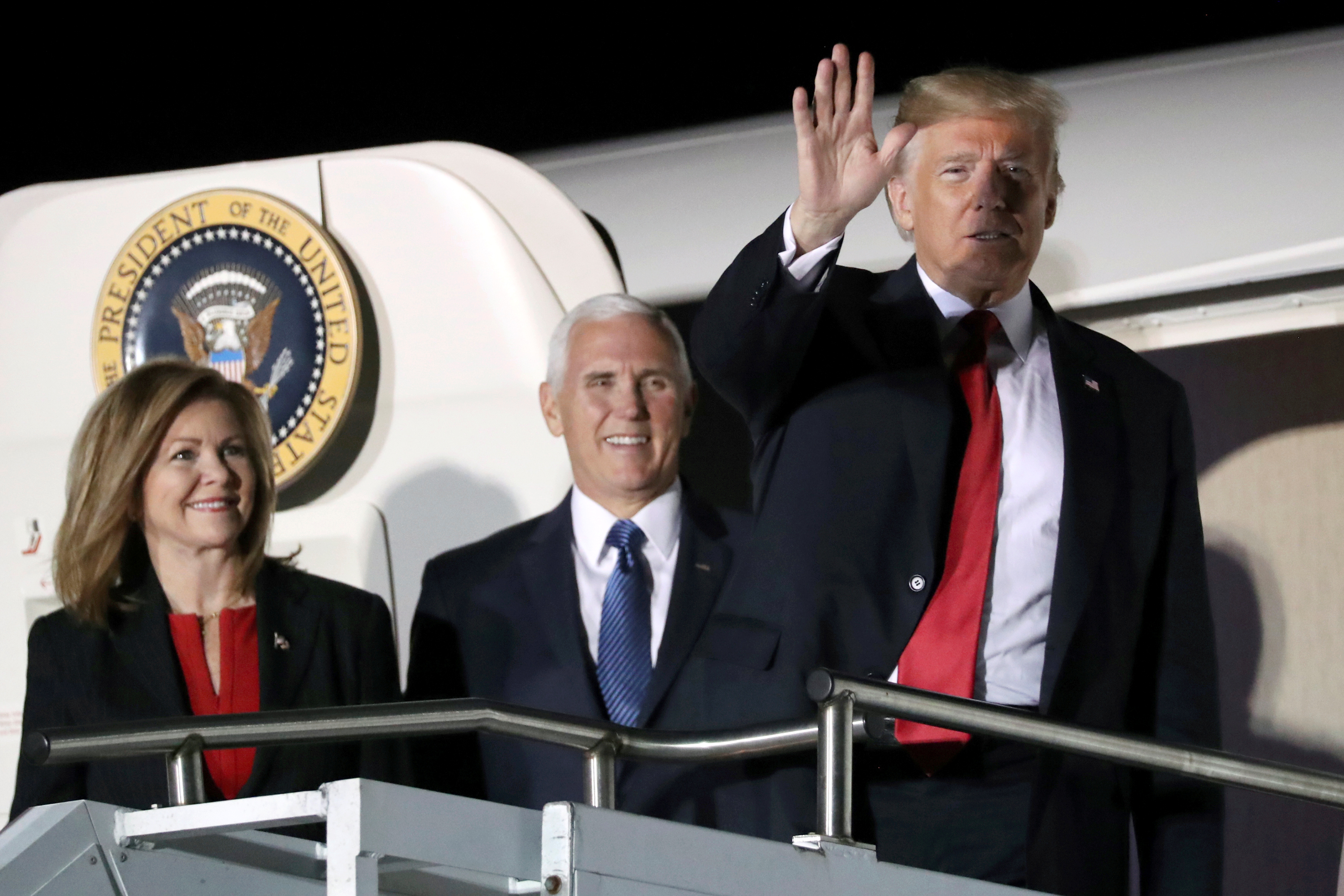 U.S. President Donald Trump waves next to Tennessee Republican candidate for U.S. Senate Marsha Blackburn and U.S. Vice President Mike Pence as he arrives aboard Air Force One to rally with supporters in Chattanooga, Tennessee, U.S. November 4, 2018. REUTERS/Jonathan Ernst - RC1B1AA42FB0
