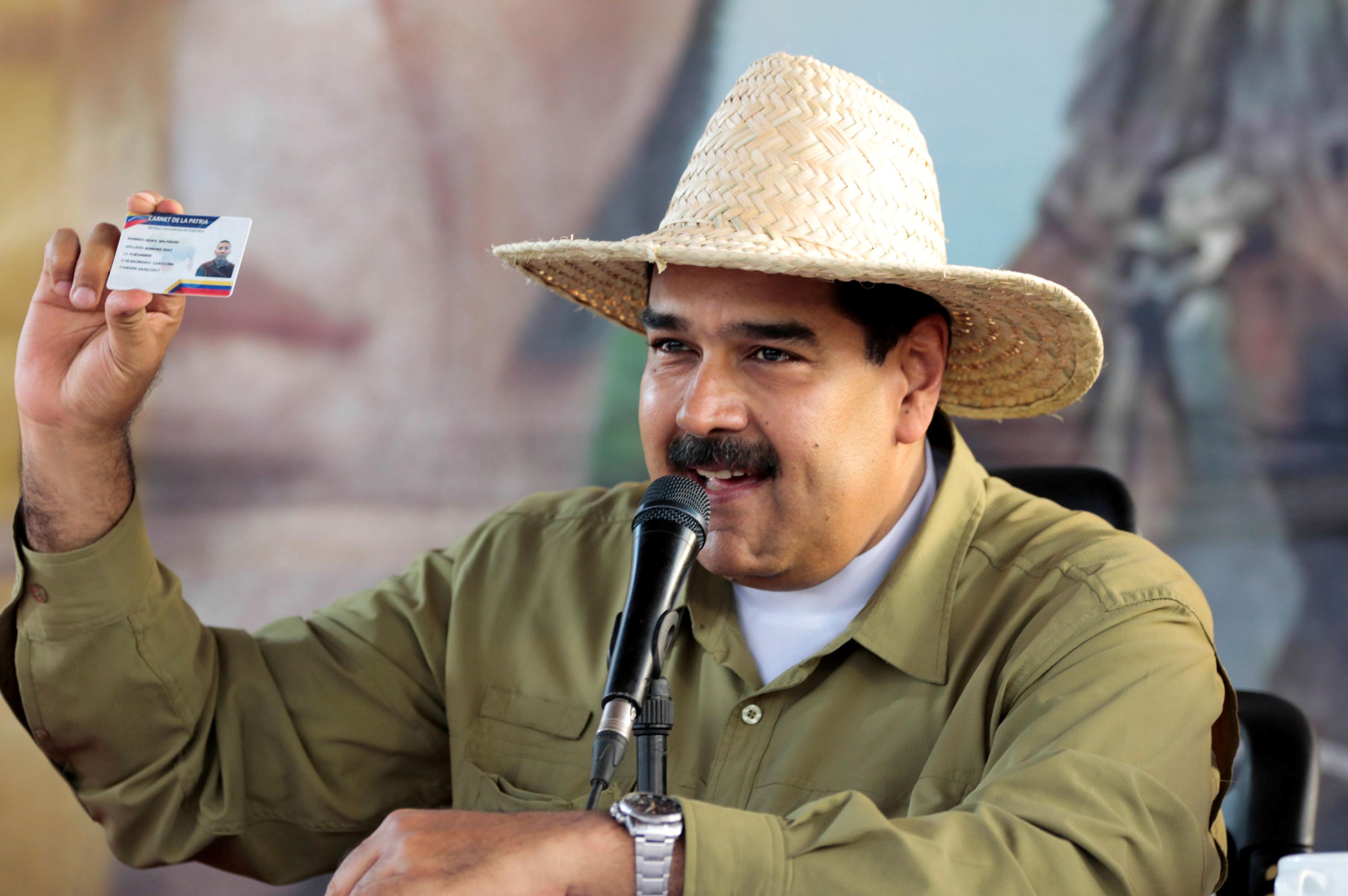 Venezuela's President Nicolas Maduro speaks during a meeting with supporters in Biruaca, Venezuela April 4, 2017. Miraflores Palace/Handout via REUTERS
