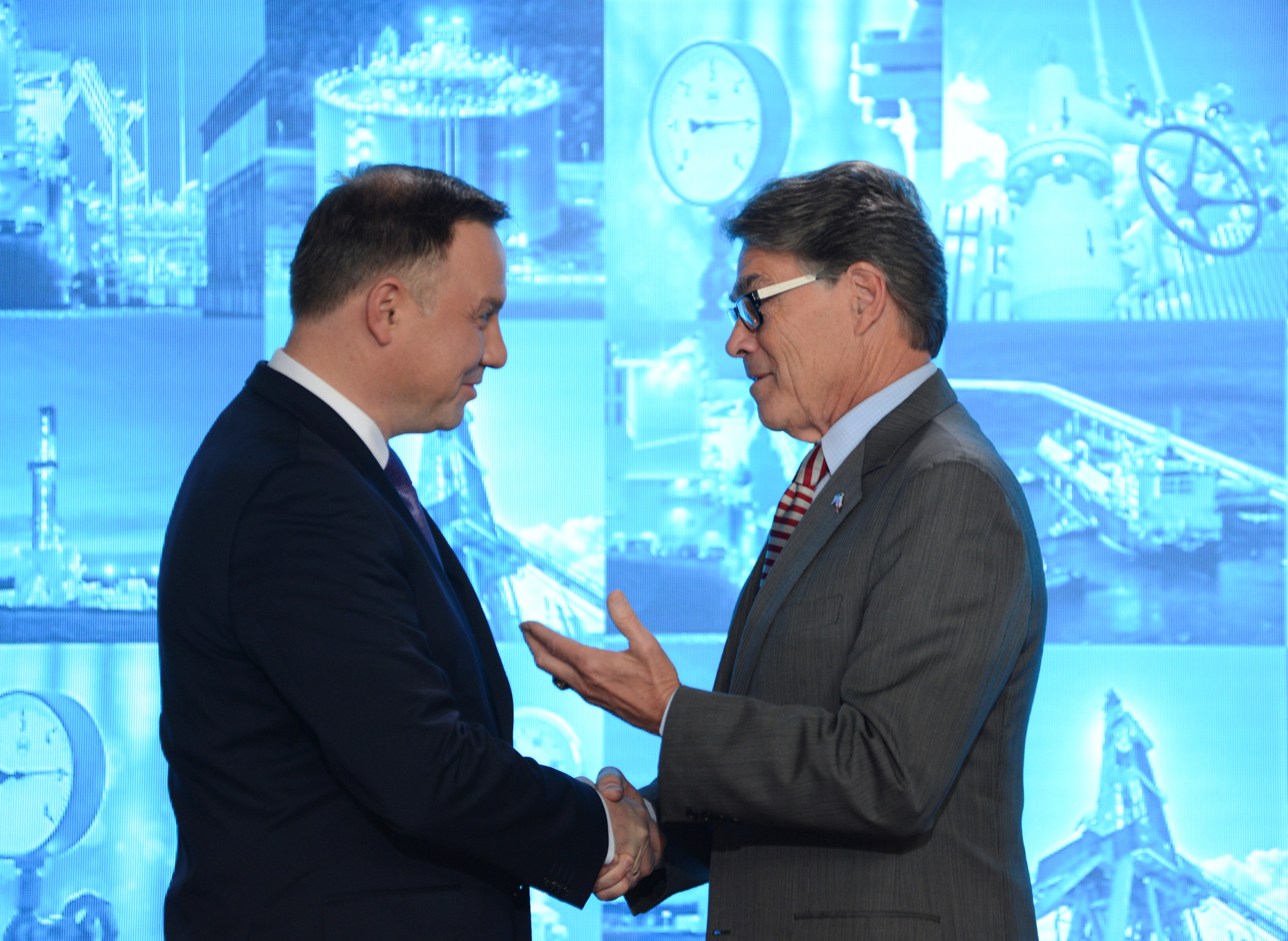 Poland's President Andrzej Duda and U.S. Energy Secretary Rick Perry during joint news conference with Polish gas company PGNiG after signing a contract about LNG supplies in Warsaw, Poland November 8, 2018. Agencja Gazeta/Maciej Jazwiecki/ via REUTERS