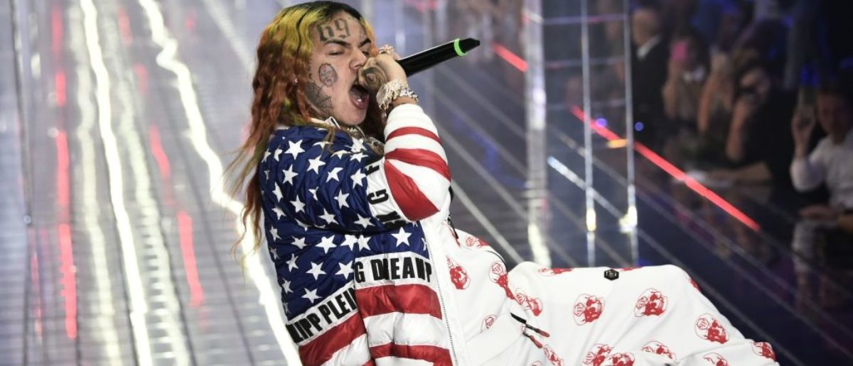 US rap singer 6ix9ine, or Tekashi 69, performs during the Philipp Plein fashion showw as part of the Women's Spring/Summer 2019 fashion week in Milan, on September 21, 2018. (Photo: MARCO BERTORELLO/AFP/Getty Images)