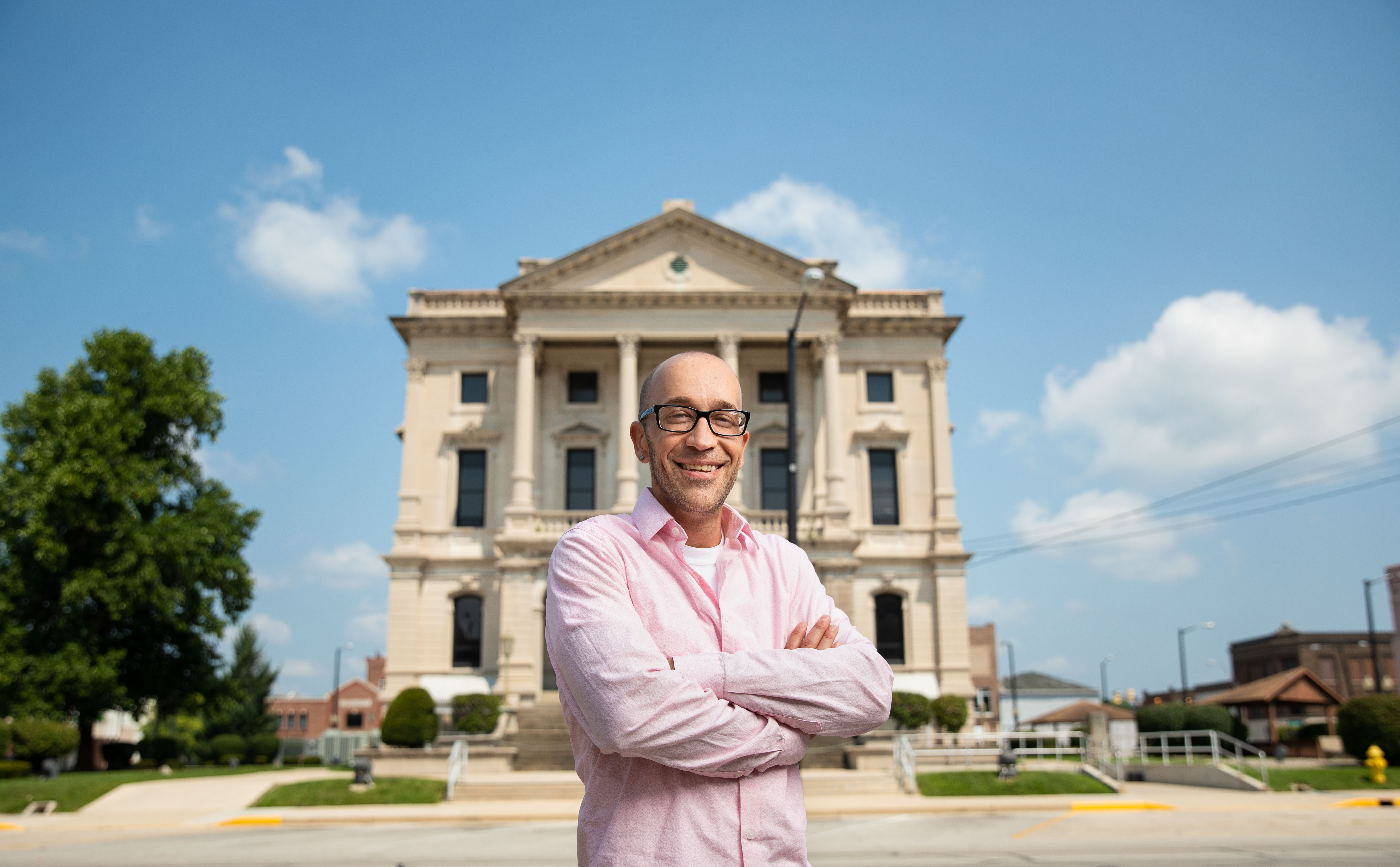 Tyson Timbs stands in front of the Grant County Courthouse in Marion, Indiana. (Credit: Institute for Justice)