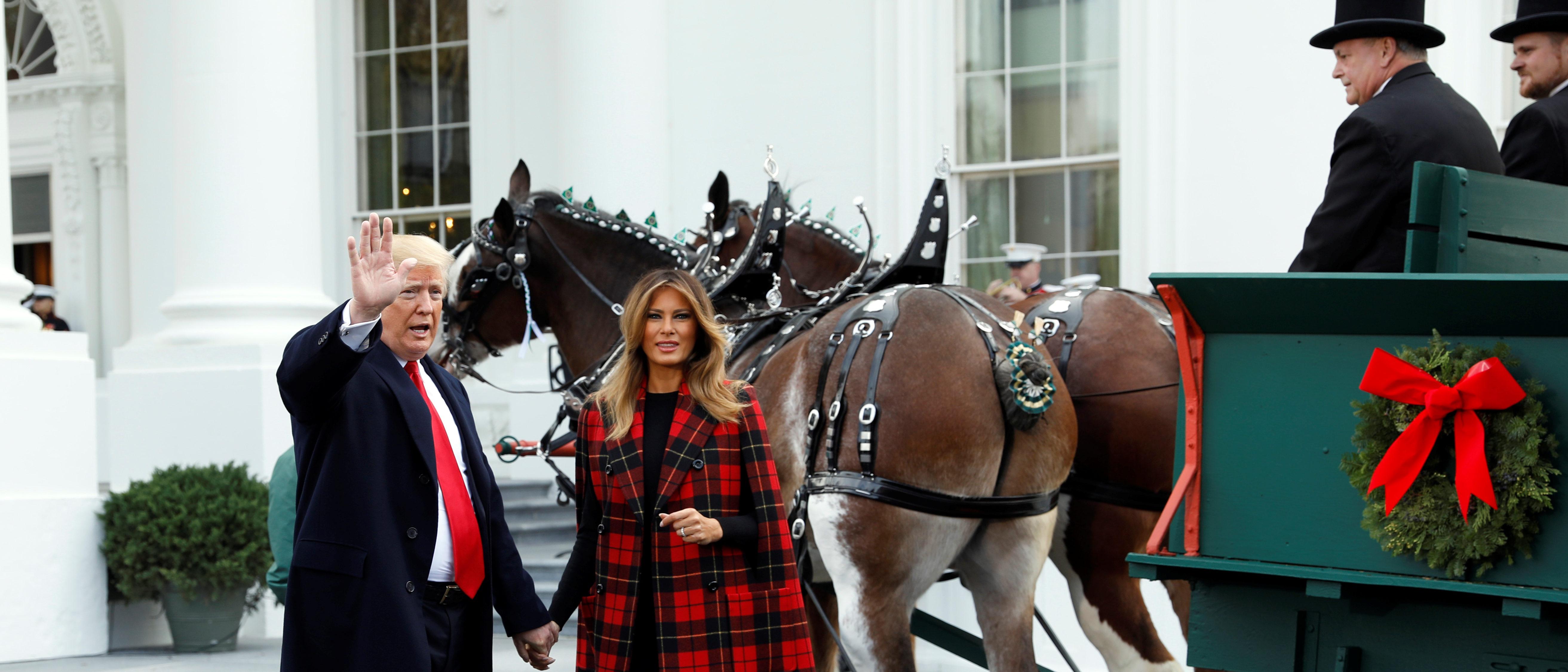 Melania Christmas Decorations.Melania Trump Shares Sneak Peek Of White House Christmas