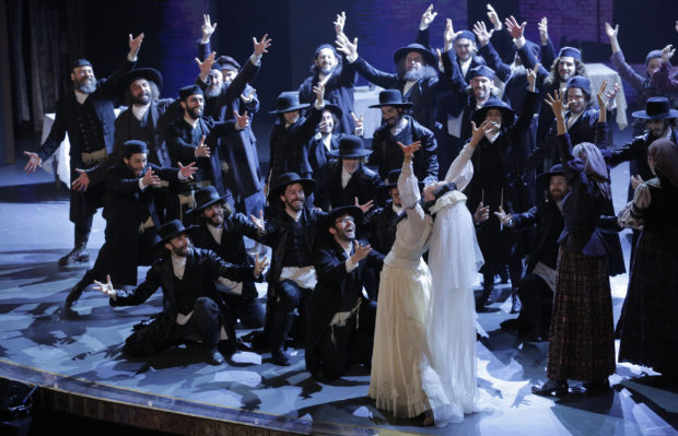 """The cast of """"Fiddler on the Roof"""" performs during the American Theatre Wing's 70th annual Tony Awards in New York, U.S., June 12, 2016. REUTERS/Lucas Jackson"""