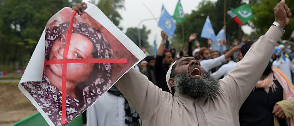 A Pakistani supporter of the Ahle Sunnat Wal Jamaat (ASWJ), a hardline religious party, holds an image of Christian woman Asia Bibi (Photo by AAMIR QURESHI / AFP)
