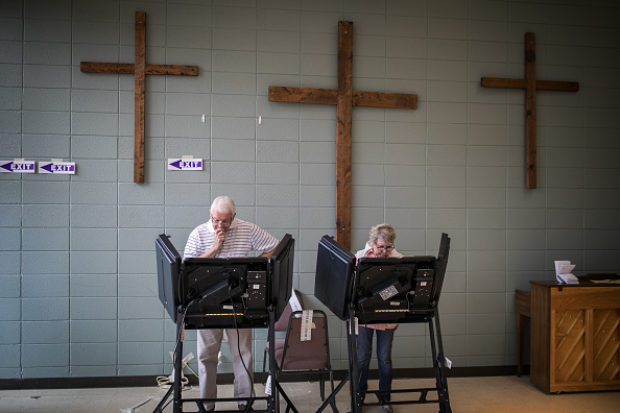Residents of Mecklenburg County in Charlotte, North Carolina cast their ballots on November 6, 2018. (Photo by Logan Cyrus / AFP)