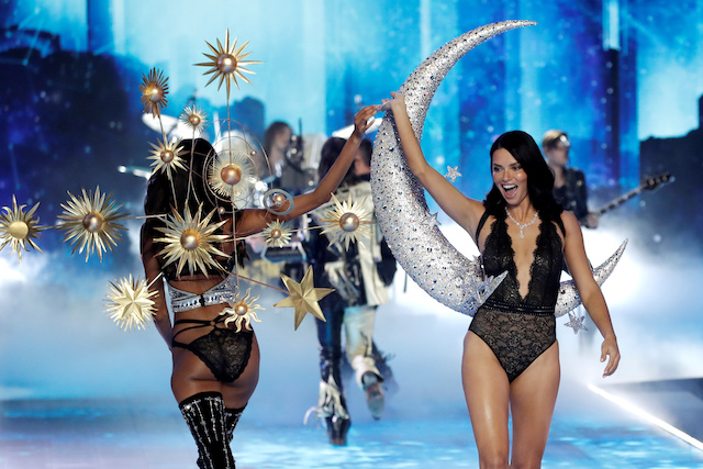 Model Adriana Lima (R) and other models present creations during the 2018 Victoria's Secret Fashion Show in New York City, New York, U.S., November 8, 2018. REUTERS/Mike Segar
