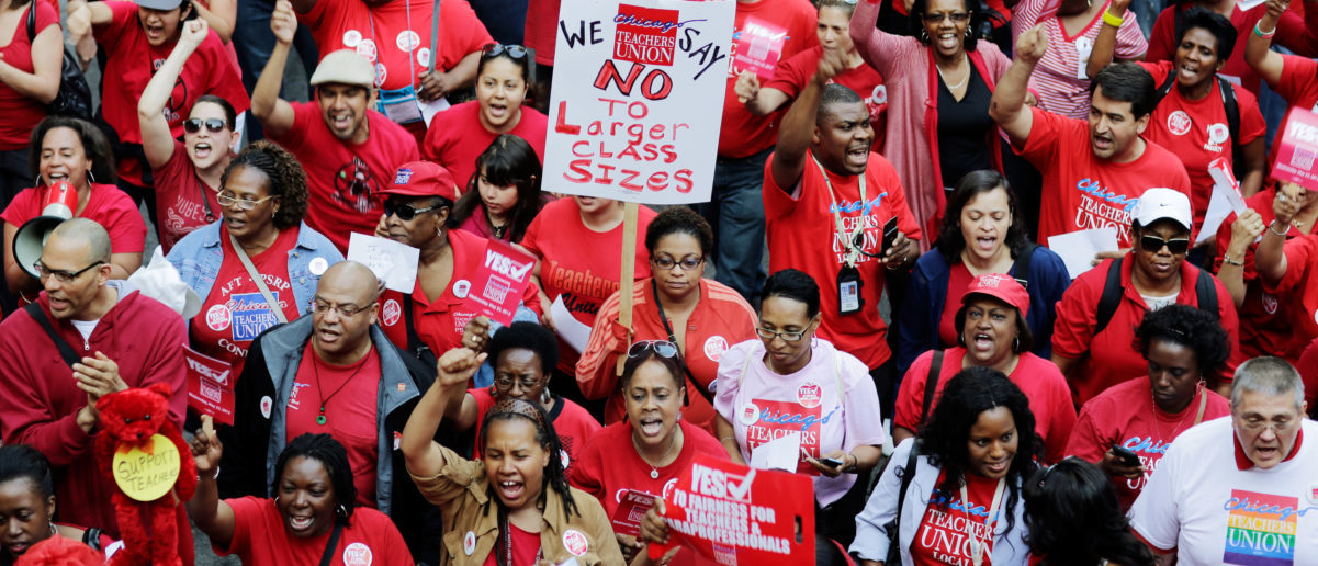 Thousands of Chicago Public School teachers march to the Board of Education's headquarters in protest in Chicago, May 23, 2012. Teachers say they are upset with contract talks, especially the offered 2 percent raise to work a longer school day this fall. REUTERS/John Gress