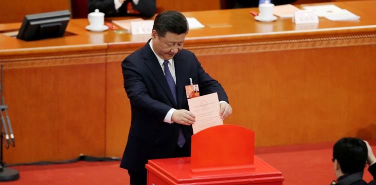 Chinese President Xi Jinping drops his ballot, during a vote on a constitutional amendment lifting presidential term limits, at the third plenary session of the National People's Congress (NPC) at the Great Hall of the People in Beijing, China March 11, 2018. REUTERS/Jason Lee