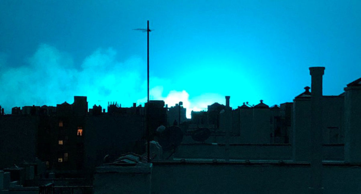 Bright blue light is seen after a transformer explosion on Thursday at an electric power station in the New York City borough of Queens, U.S., in this picture obtained from social media on December 28, 2018. MANDATORY CREDIT Twitter/@Eat_Work_Run/via REUTERS