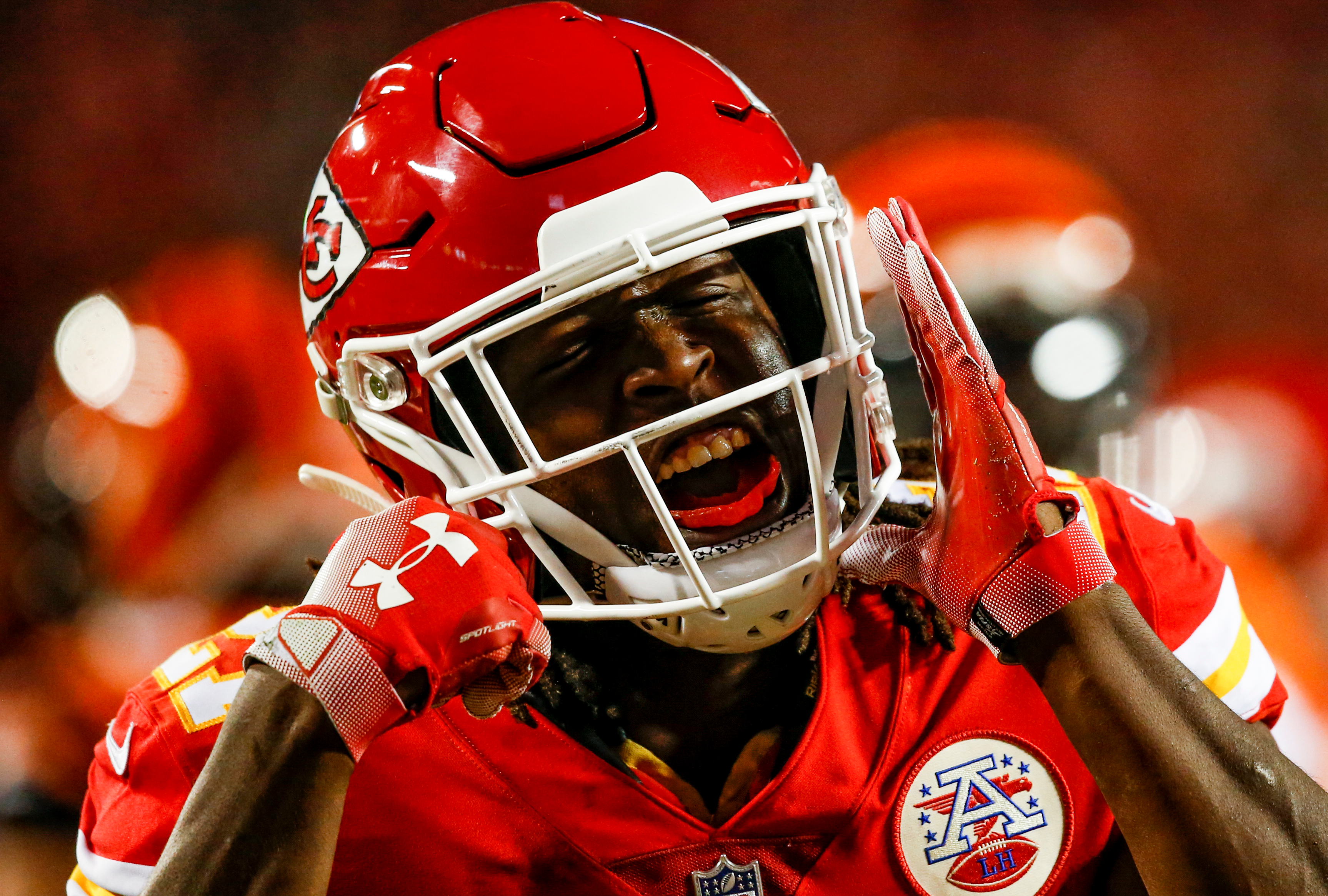 KANSAS CITY, MO - OCTOBER 21: Kareem Hunt #27 of the Kansas City Chiefs reacts after a run during the first quarter of the game against the Cincinnati Bengals at Arrowhead Stadium on October 21, 2018 in Kansas City, Kansas. (Photo by David Eulitt/Getty Images)
