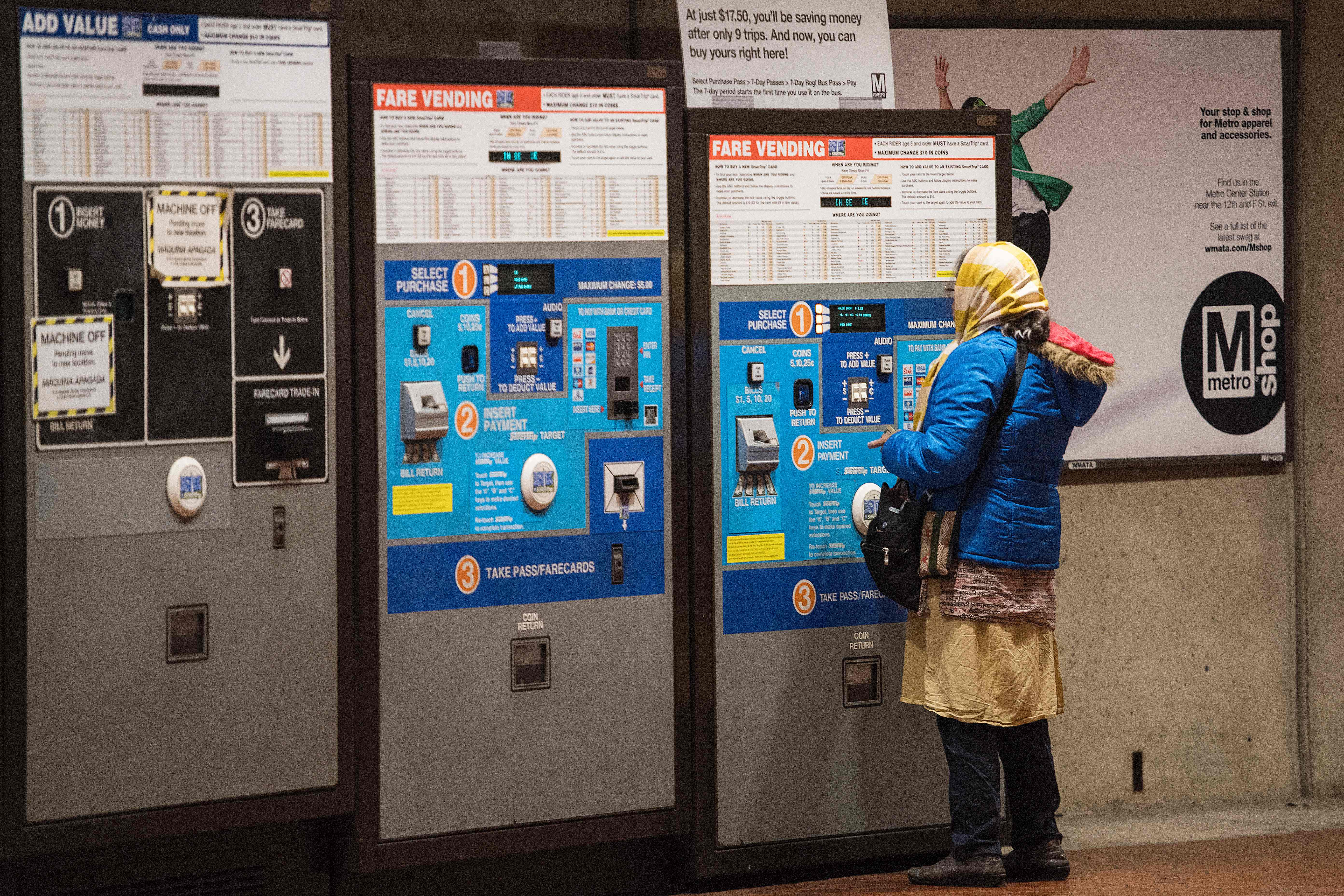 A Metrorail commuter uses a fare machine at a station in Washington, DC, on October 24, 2018. (Photo: JIM WATSON/AFP/Getty Images)