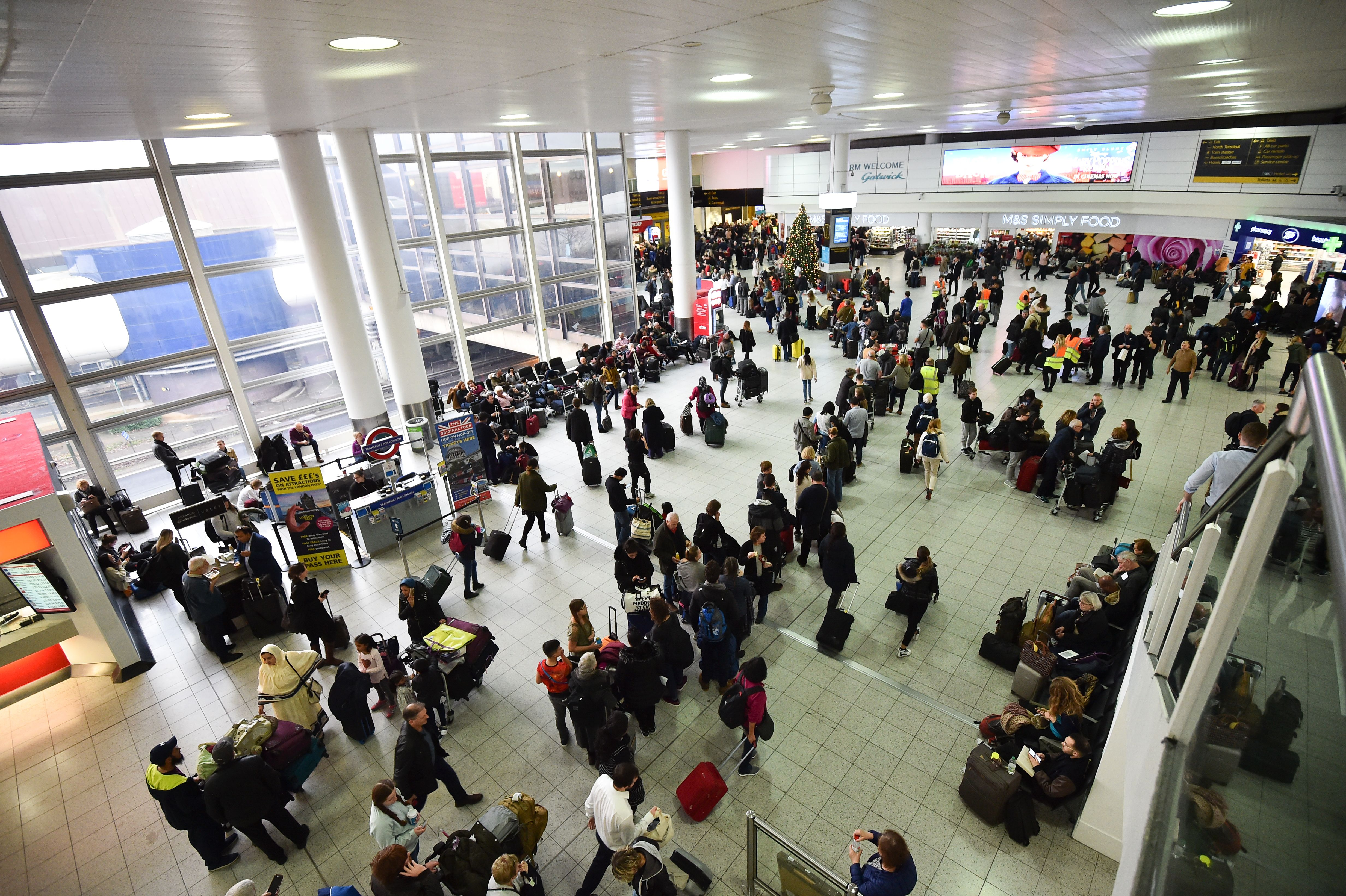 Passengers wait at London Gatwick Airport, south of London, on December 20, 2018 after all flights were grounded due to drones flying over the airfield. - London Gatwick Airport was forced to suspend all flights on December 20 due to drones flying over the airfield, causing misery for tens of thousands of stuck passengers just days before Christmas. (Photo by Glyn KIRK / AFP)