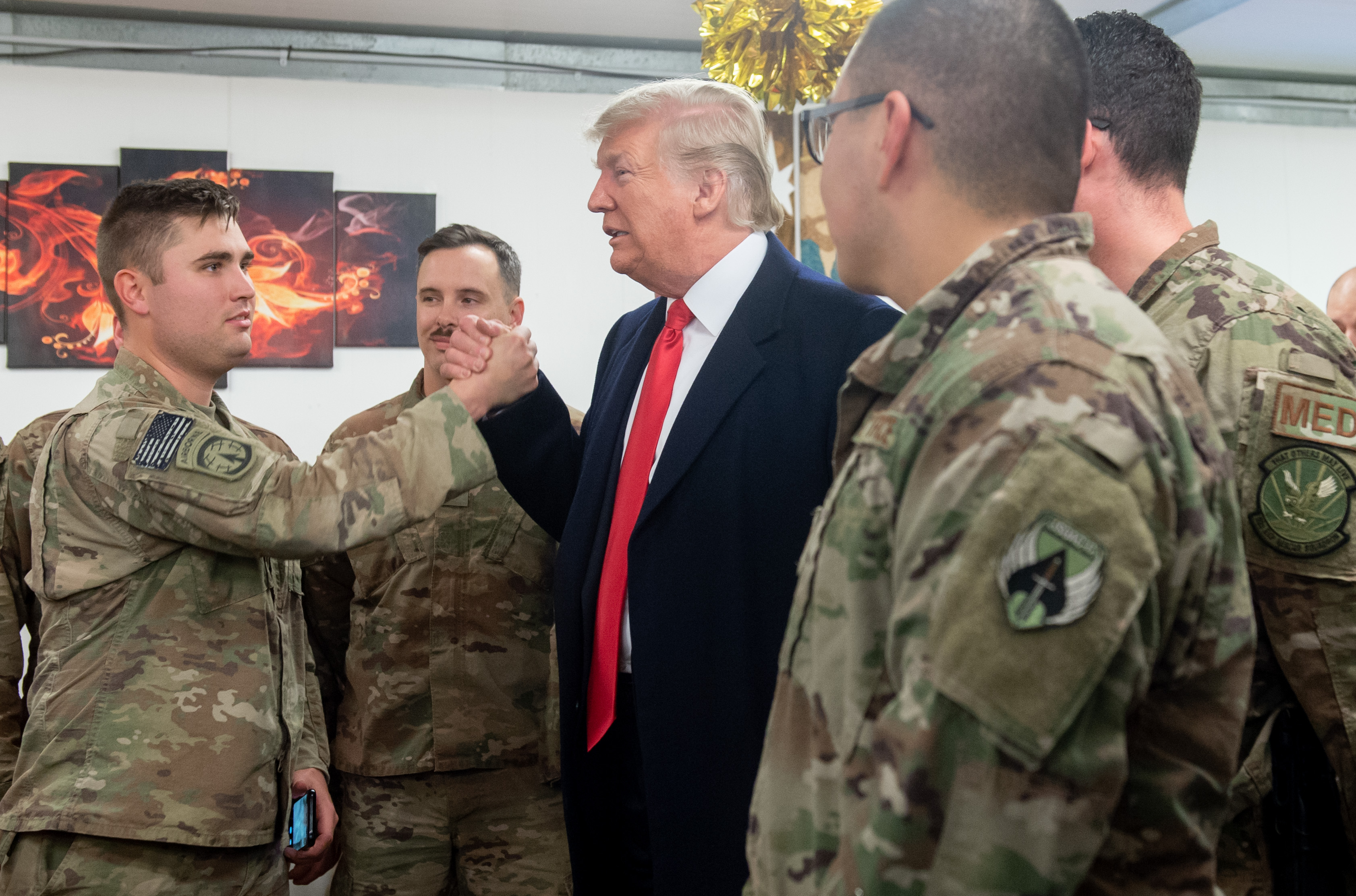 US President Donald Trump greets members of the US military during an unannounced trip to Al Asad Air Base in Iraq on December 26, 2018. (Photo by SAUL LOEB / AFP)