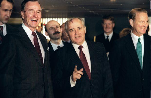 US President George Bush (L) laughs 02 December 1989 in Valletta as the General Secretary of the Communist Party of the Soviet Union Mikhail Gorbachev (C) gestures while US Secretary of State James Baker (R) smiles to the press during the first US-Soviet summit meeting. This summit is viewed as the official end of the Cold War. Le Président américain George Bush (G) éclate de rire, le 02 décembre 1989 à La Valette, tandis que son homologue russe Mikhaïl Gorbachev fait des gestes, pendant que le secrétaire d'Etat américain James Baker sourit à la presse, lors de la première réunion au sommet entre les Etats-Unis et l'Union Soviétique. (Photo credit should read JONATHAN UTZ/AFP/Getty Images)