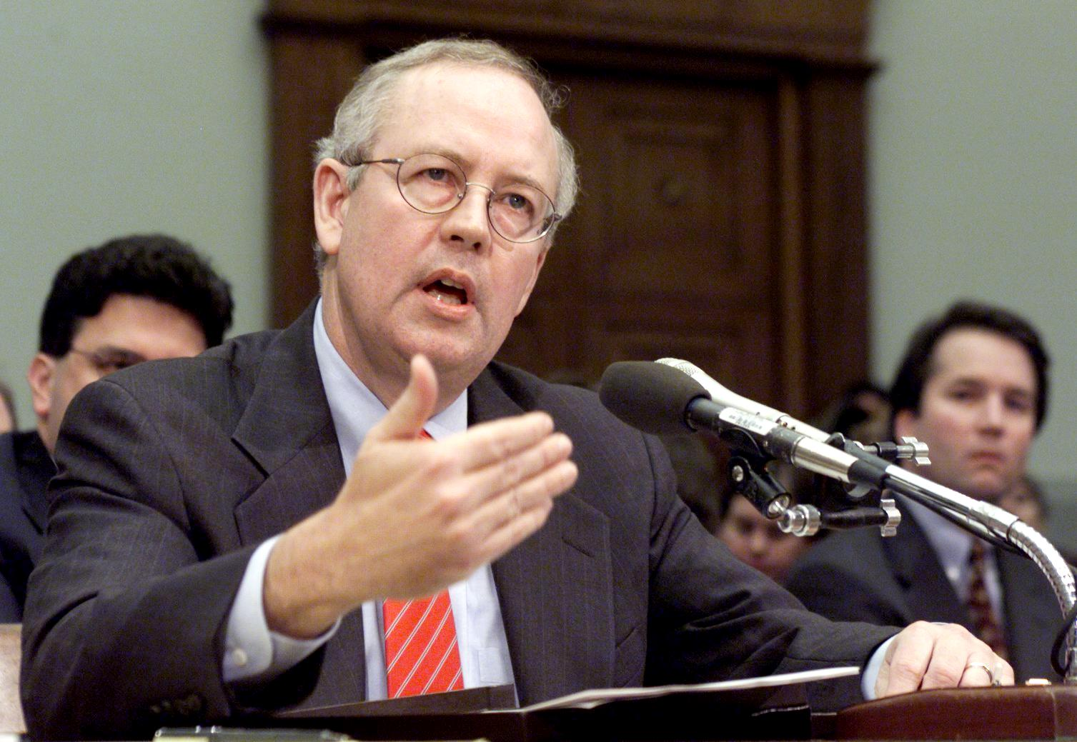 Independent Counsel Kenneth Starr testifies before the House Judiciary Committee on Impeachment Inquiry 19 November on Capitol Hill in Washington DC. (LUKE FRAZZA/AFP/Getty Images)
