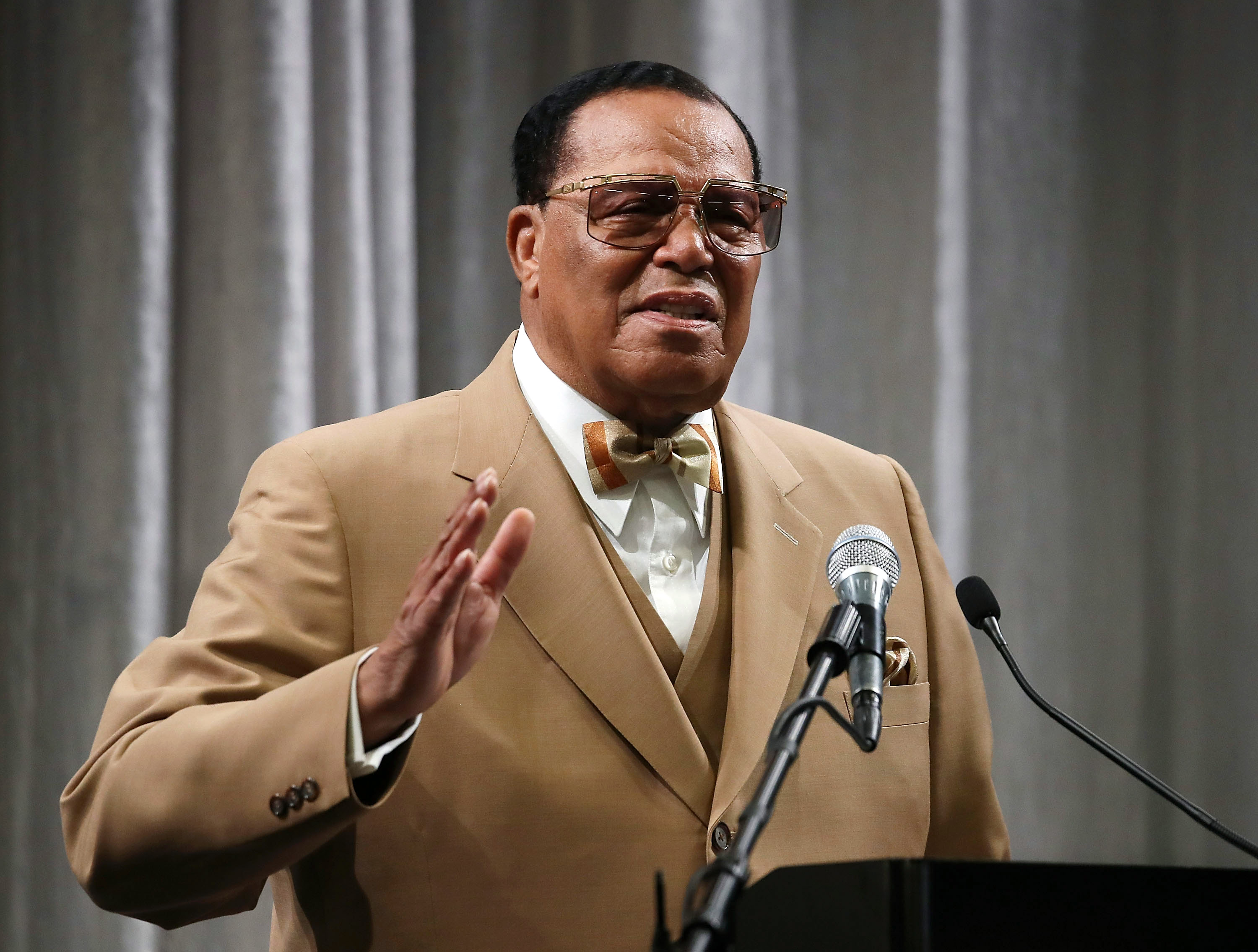 "WASHINGTON, DC - NOVEMBER 16: Nation of Islam Minister Louis Farrakhan delivers a speech and talks about U.S. President Donald Trump, at the Watergate Hotel, on November 16, 2017 in Washington, DC. This is the first time that Minister Farrakhan will speak directly to the 45th President of the United States and will address ""issues of importance regarding Americas domestic challenges, her place on the world stage and her future."" (Photo by Mark Wilson/Getty Images)"