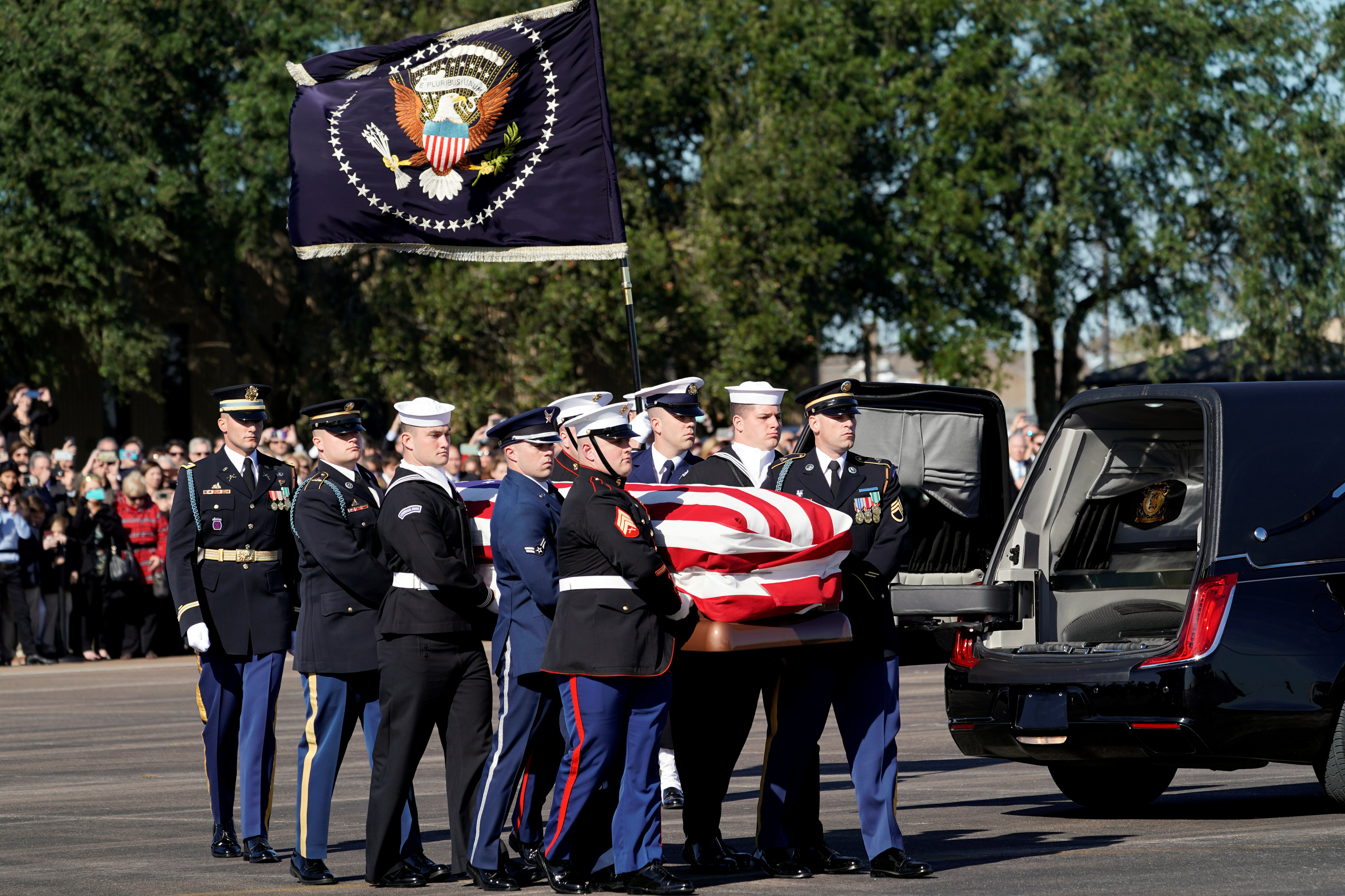 The flag-draped casket of former U.S. President George H.W. Bush is carried by a joint services military honor guard in Houston, Texas U.S., December 3, 2018. (David J. Phillip/Pool via REUTERS)