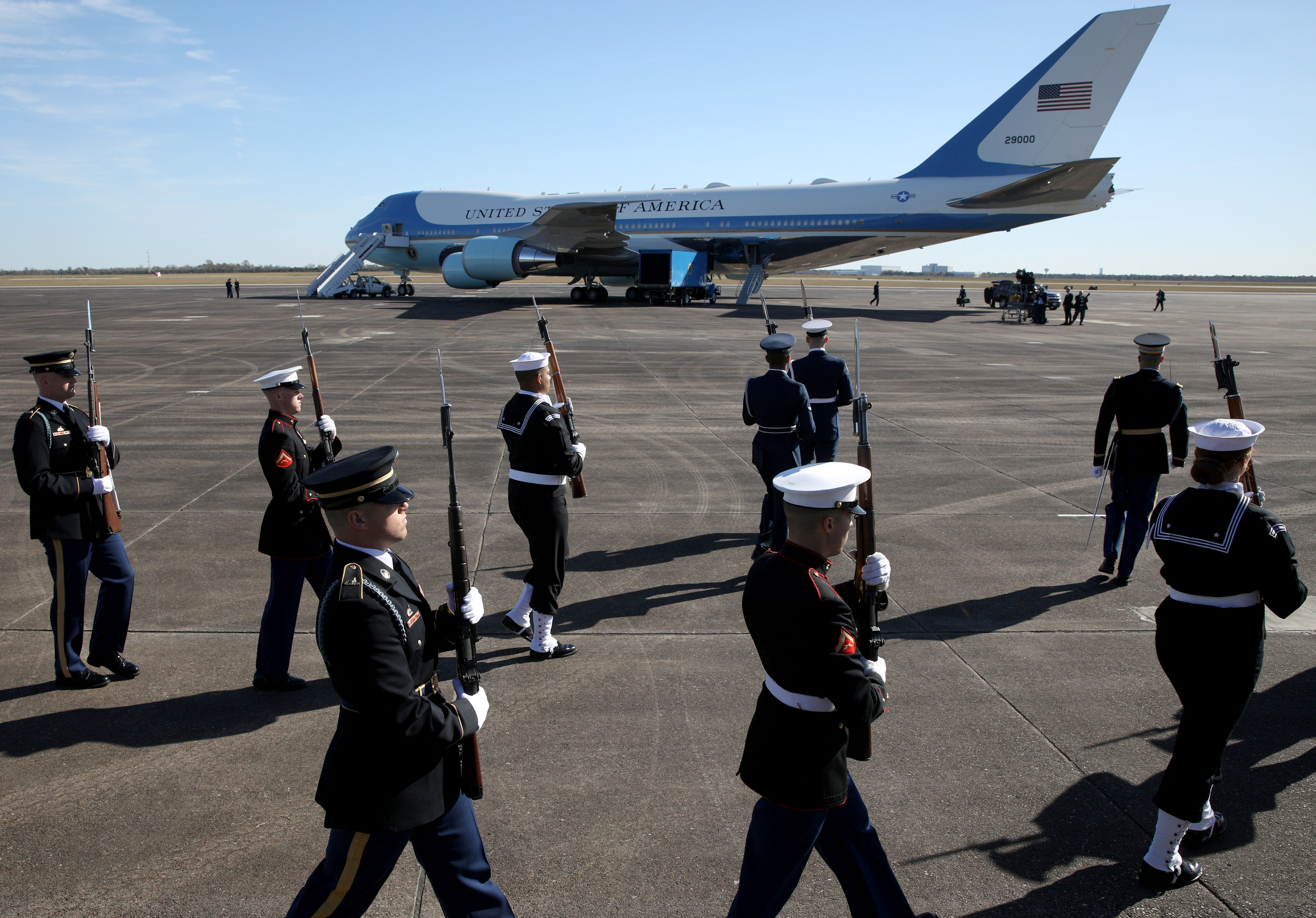 A military honor guard, seen in front of the Special Air Mission 41 plane, takes part in a departure ceremony honoring former President George H.W. Bush at Ellington Field Joint Reserve Base in Houston, Texas, U.S., December 3, 2018. (REUTERS/Loren Elliott)