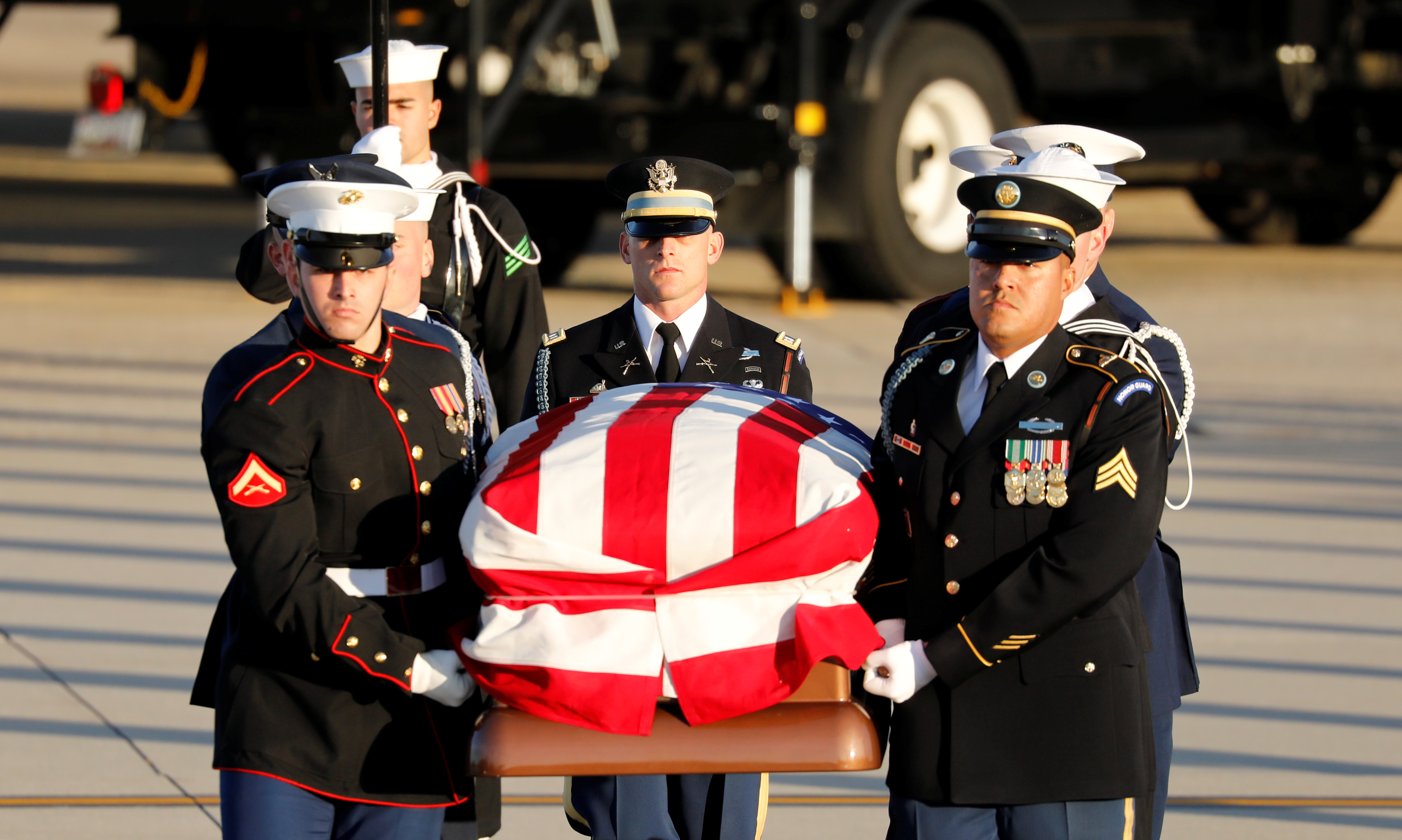 A military honor guard carries the casket of former U.S. President George H.W. Bush as it arrives at Joint Base Andrews in Maryland, U.S., December 3, 2018. (REUTERS/Yuri Gripas)