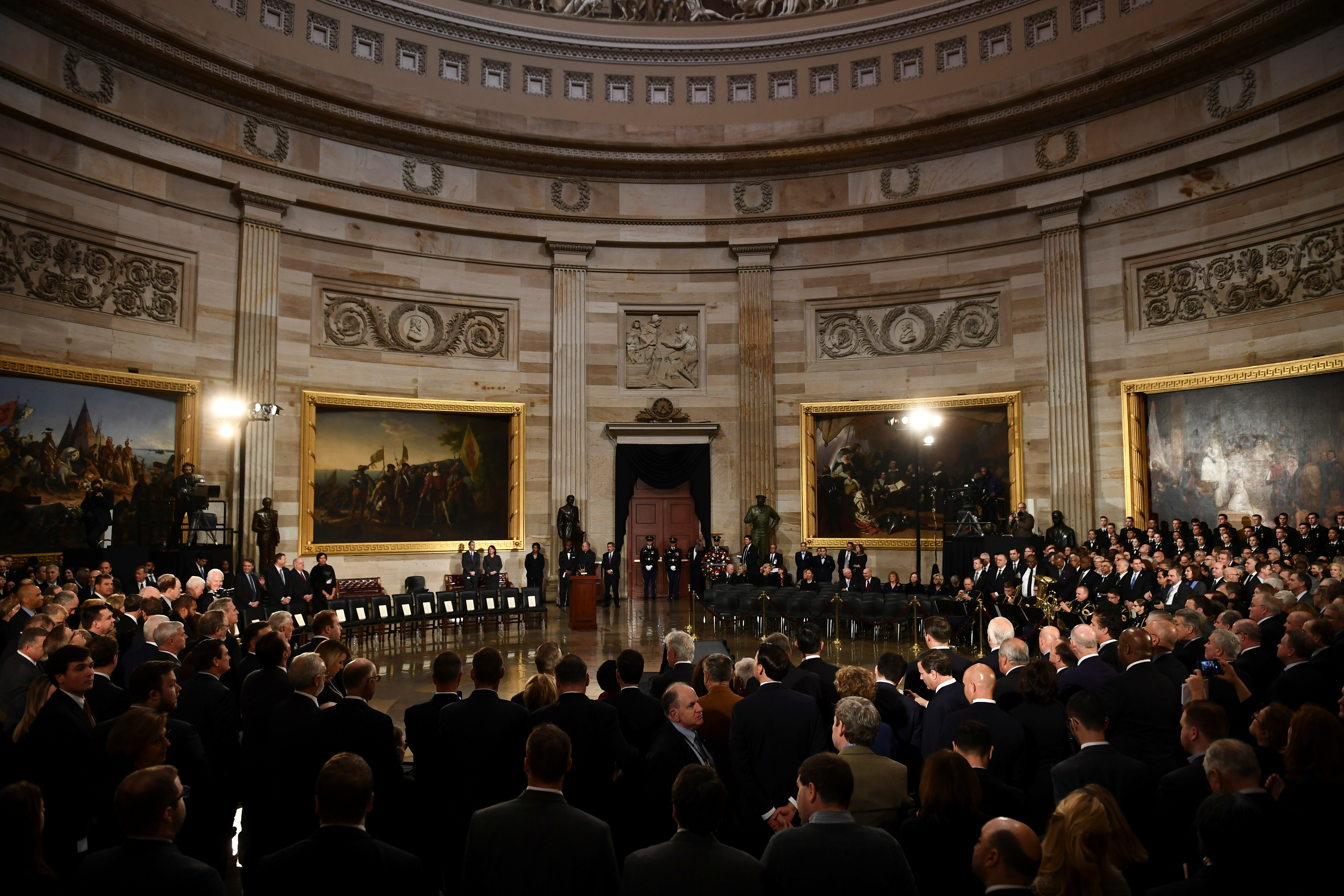 Attendees wait for the casket of former U.S. President George H.W. Bush to arrive at the U.S. Capitol in Washington, D.C., U.S., December 3, 2018. (Brendan Smialowski/Pool via REUTERS)
