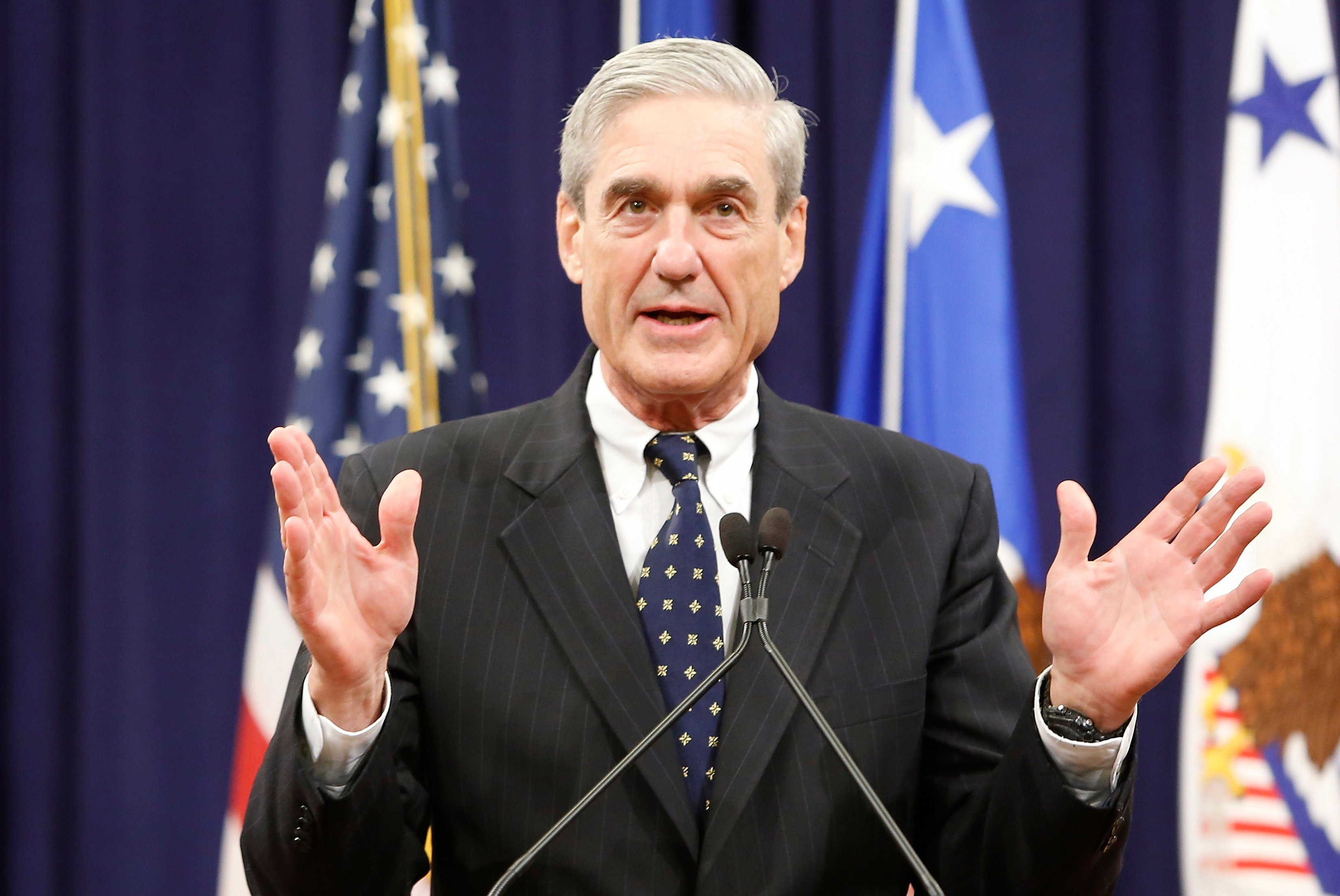 Robert Mueller reacts to applause from the audience during his farewell ceremony at the Justice Department in Washington, August 1, 2013. REUTERS/Jonathan Ernst