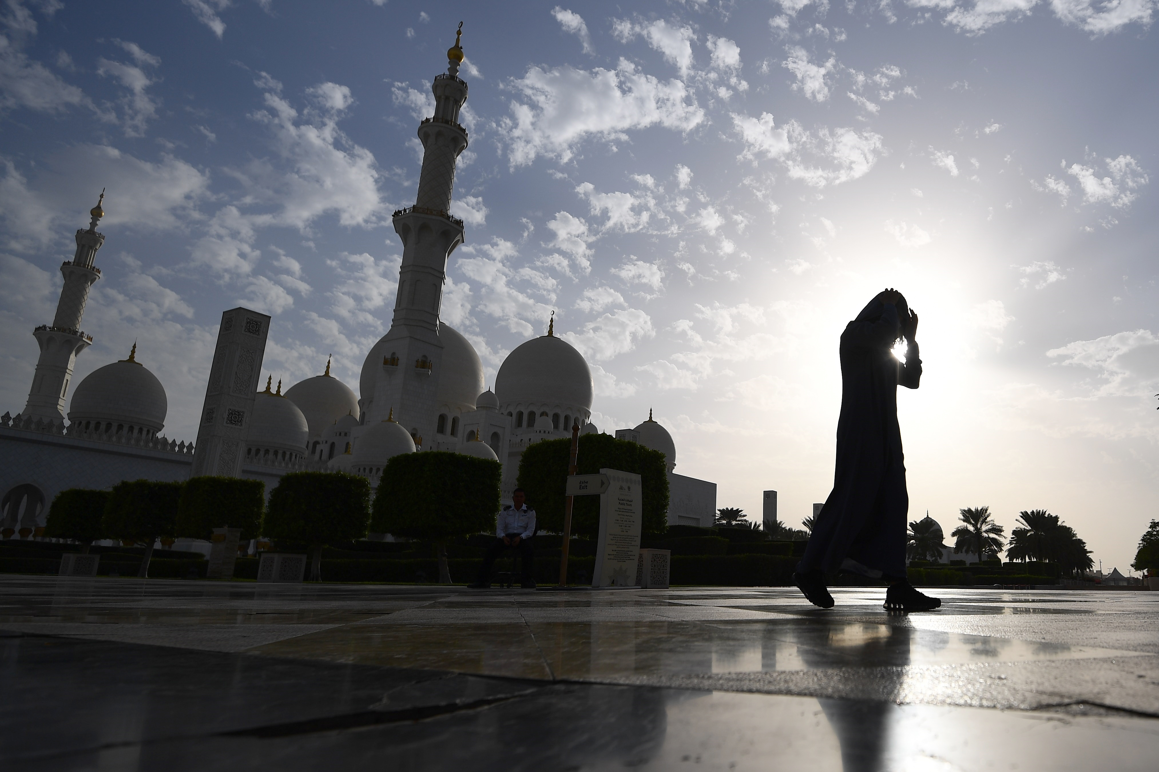 A picture taken on November 6, 2018 shows a visitor in front of the Sheikh Zayed Grand Mosque in the Emirati capital Abu Dhabi. (GIUSEPPE CACACE/AFP/Getty Images)