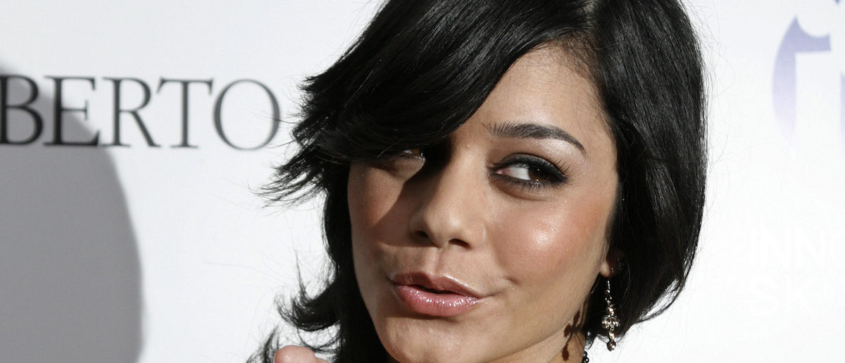 """Actress Vanessa Hudgens of the cable TV movie """"High School Musical"""" poses as she arrives at the Young Hollywood Awards, which honors rising young artists in the entertainment field, in Hollywood California April 22, 2007. REUTERS/Fred Prouser"""