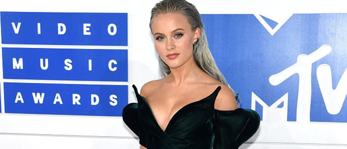 NEW YORK, NY - AUGUST 28: Zara Larsson attends the 2016 MTV Video Music Awards at Madison Square Garden on August 28, 2016 in New York City. (Photo by Jamie McCarthy/Getty Images)