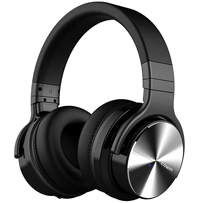 Normally $130, these noise cancelling headphones are 46 percent off (Photo via Amazon)