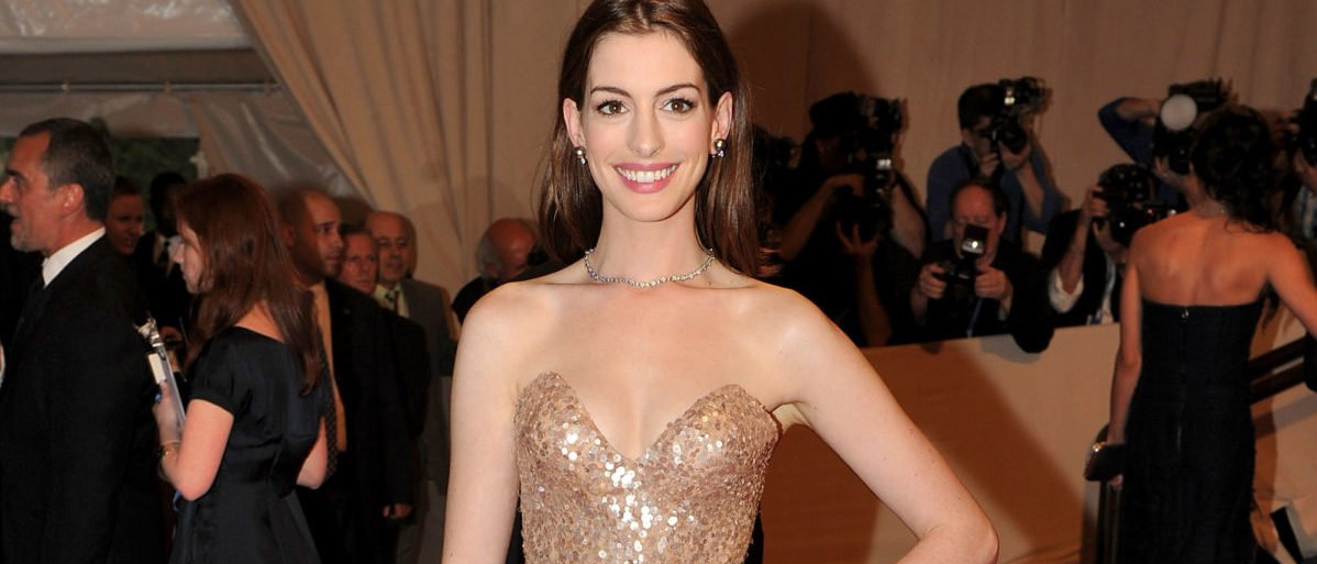 """NEW YORK - MAY 03: Actress Anne Hathaway attends the Costume Institute Gala Benefit to celebrate the opening of the """"American Woman: Fashioning a National Identity"""" exhibition at The Metropolitan Museum of Art on May 3, 2010 in New York City. (Photo by Stephen Lovekin/Getty Images)"""